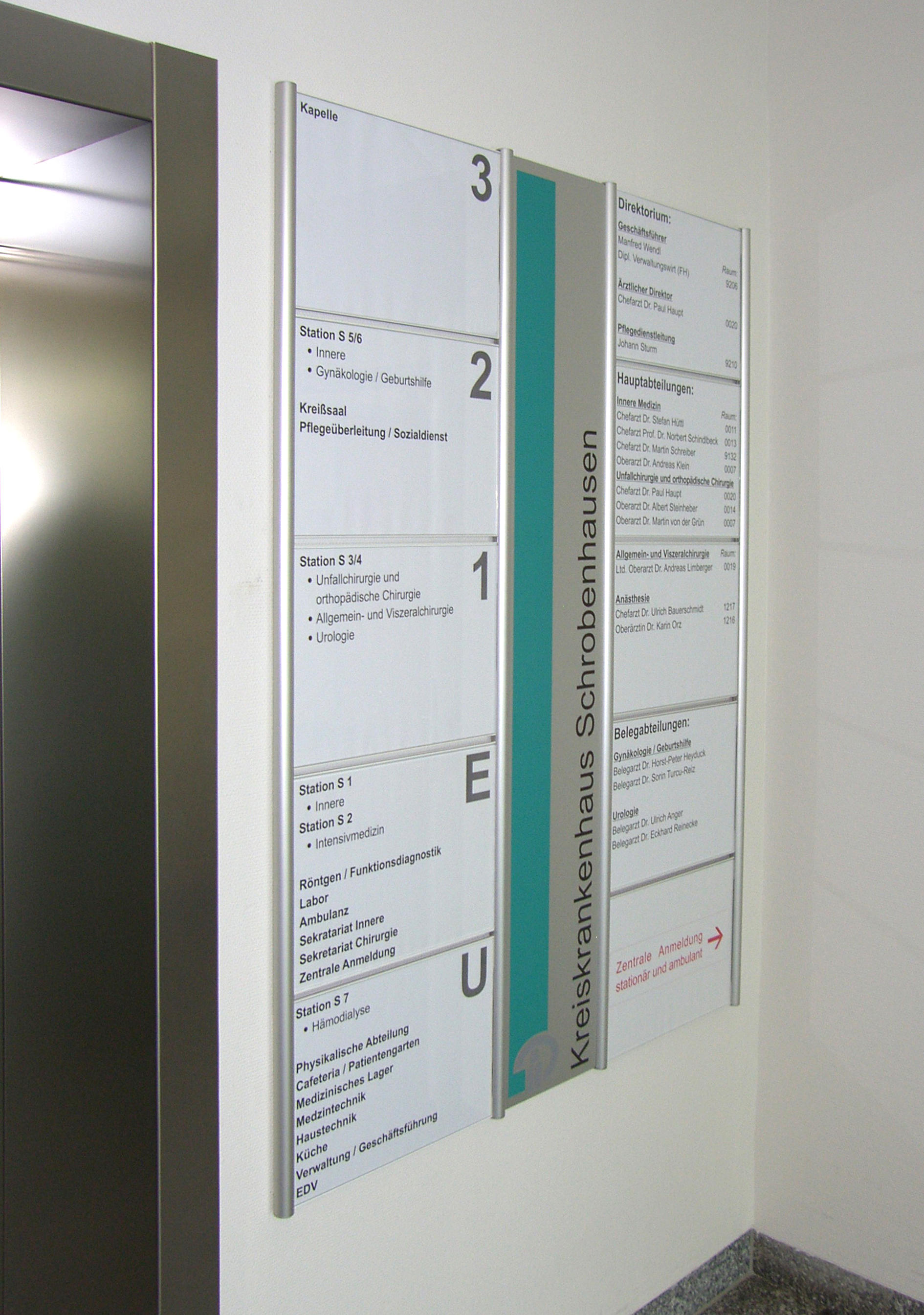 Tube+panel Direction Signs Wall Mounted By Meng Informationstechnik