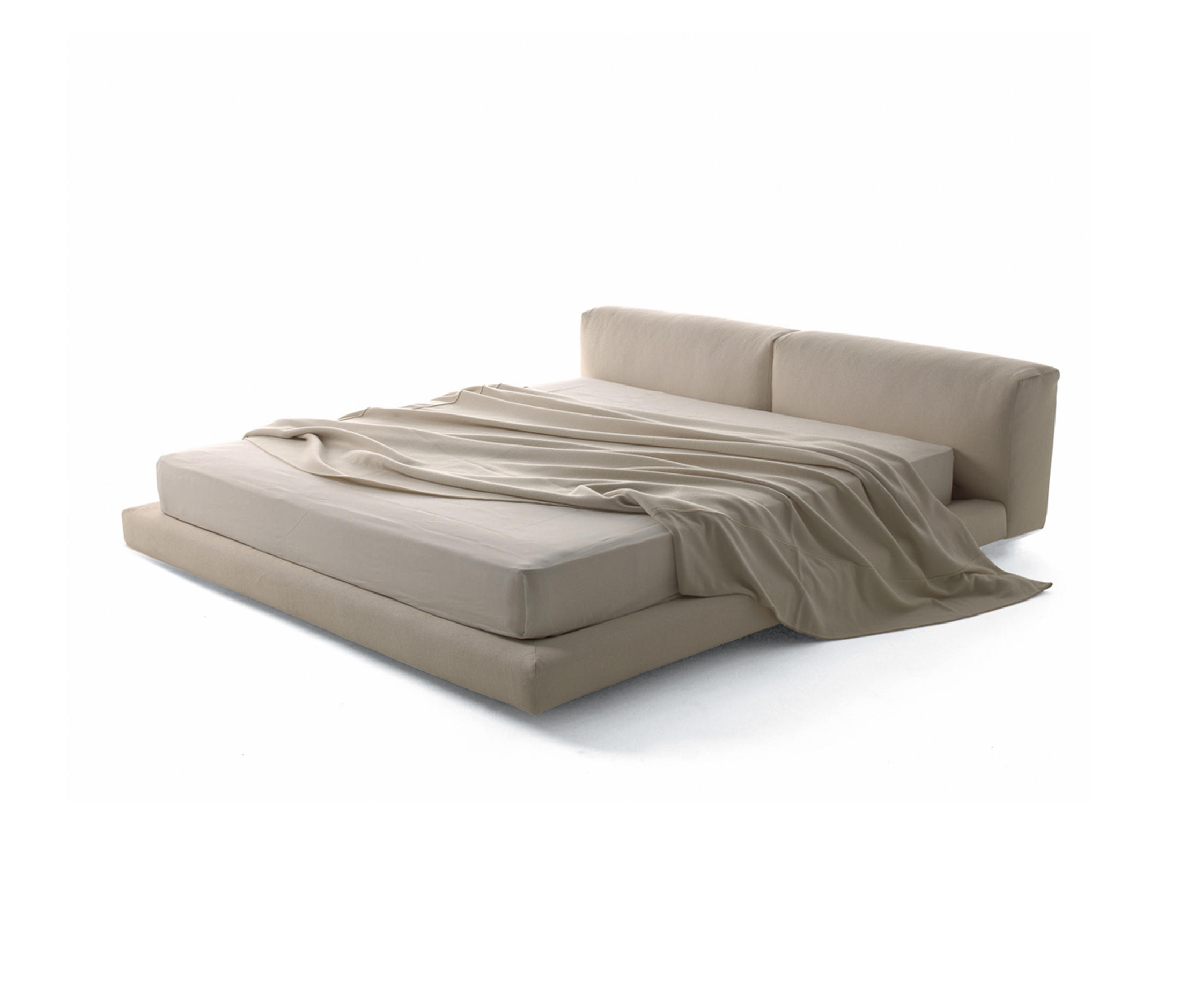 Softwall bed double beds from living divani architonic for Living divani softwall