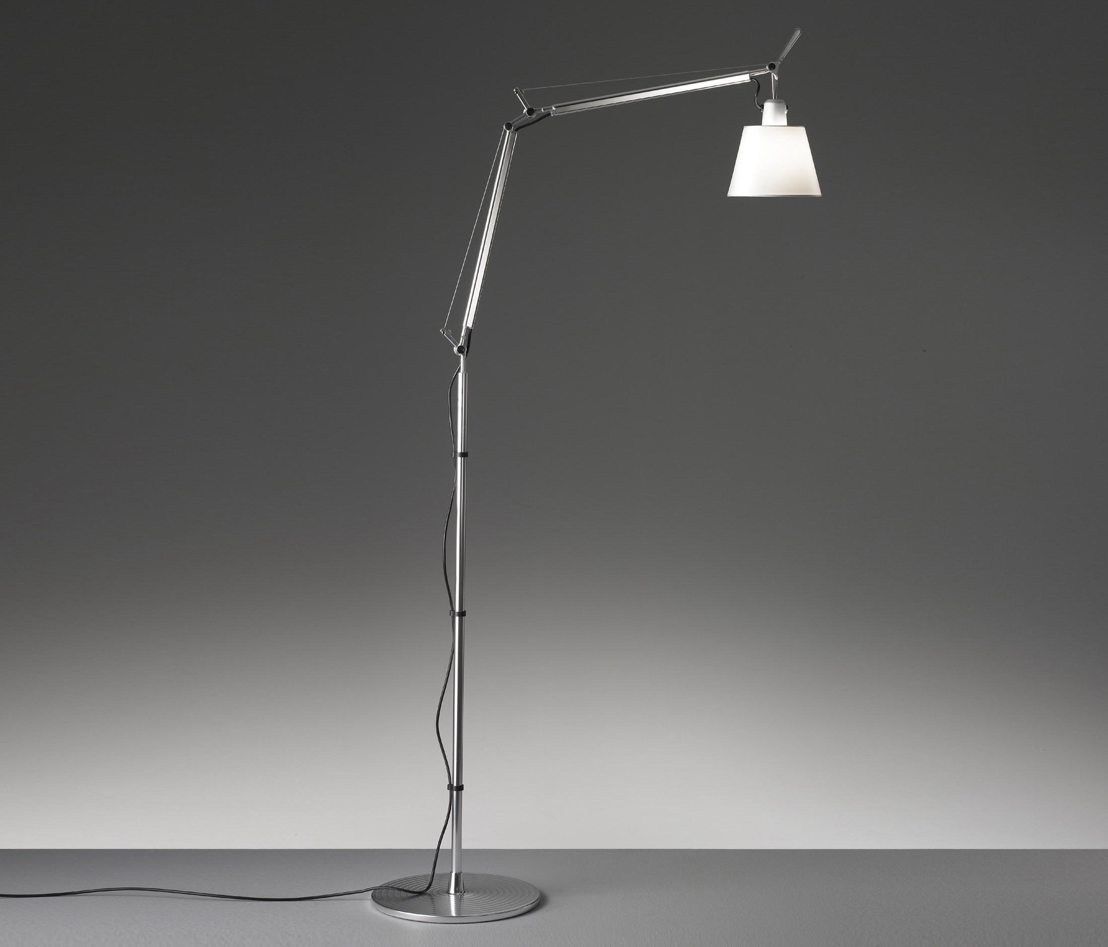 tolomeo basculante floor lamp general lighting from artemide architonic. Black Bedroom Furniture Sets. Home Design Ideas