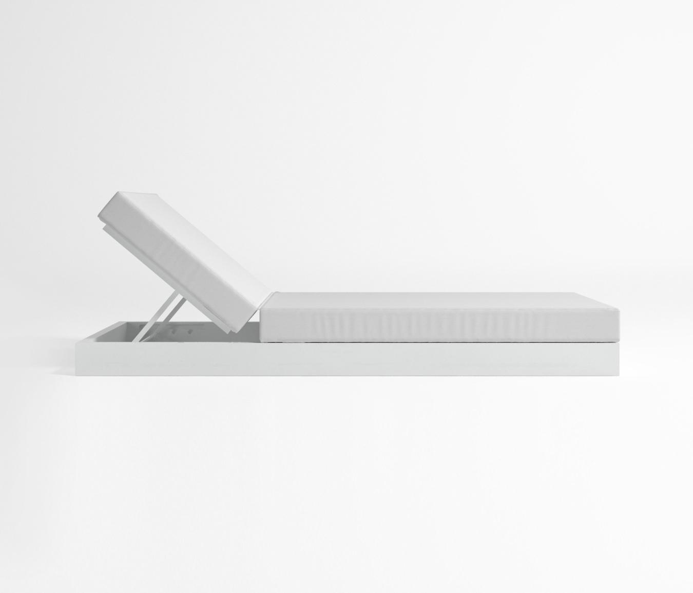 chill bett mit r ckenlehne liegest hle von gandiablasco. Black Bedroom Furniture Sets. Home Design Ideas