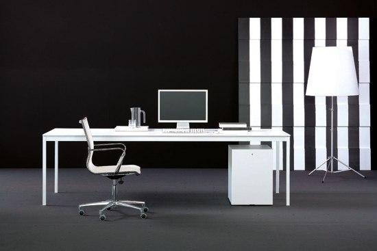 bianconero scrivanie individuali fantoni architonic. Black Bedroom Furniture Sets. Home Design Ideas