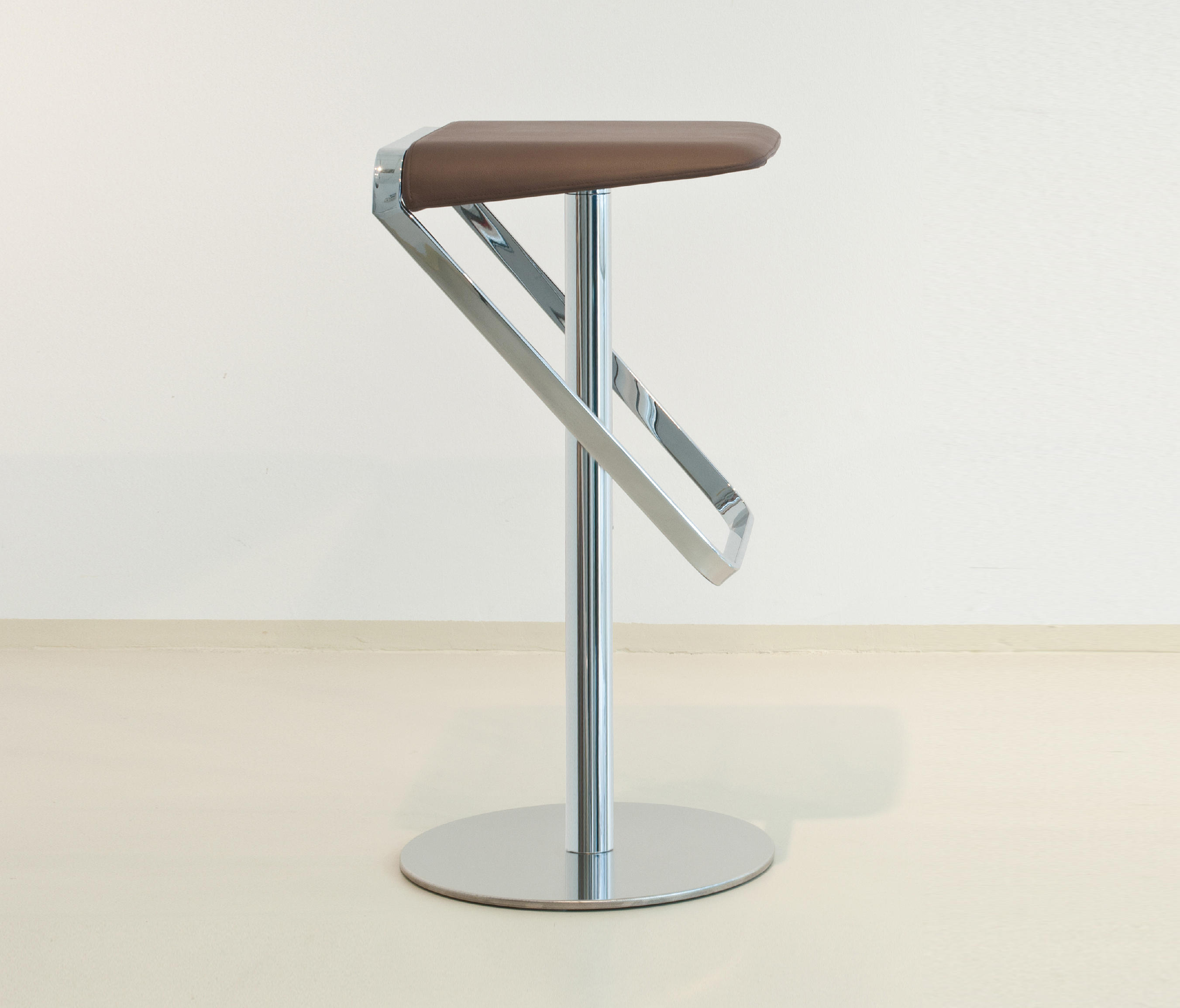 Sera Pelle Bar Stools From Formvorrat Architonic