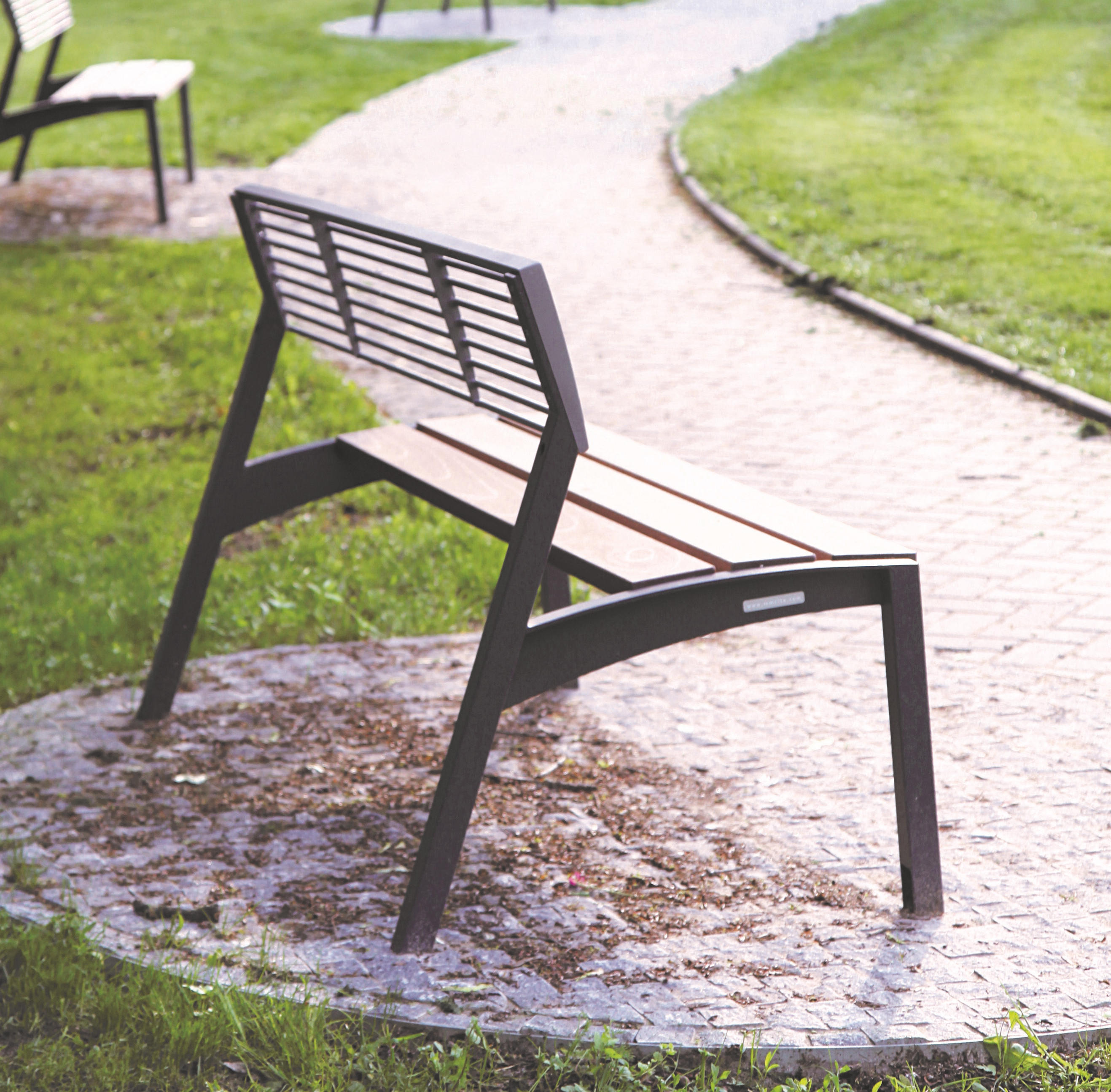 VERA | BENCH WITH BACKREST - Exterior benches from mmcité | Architonic