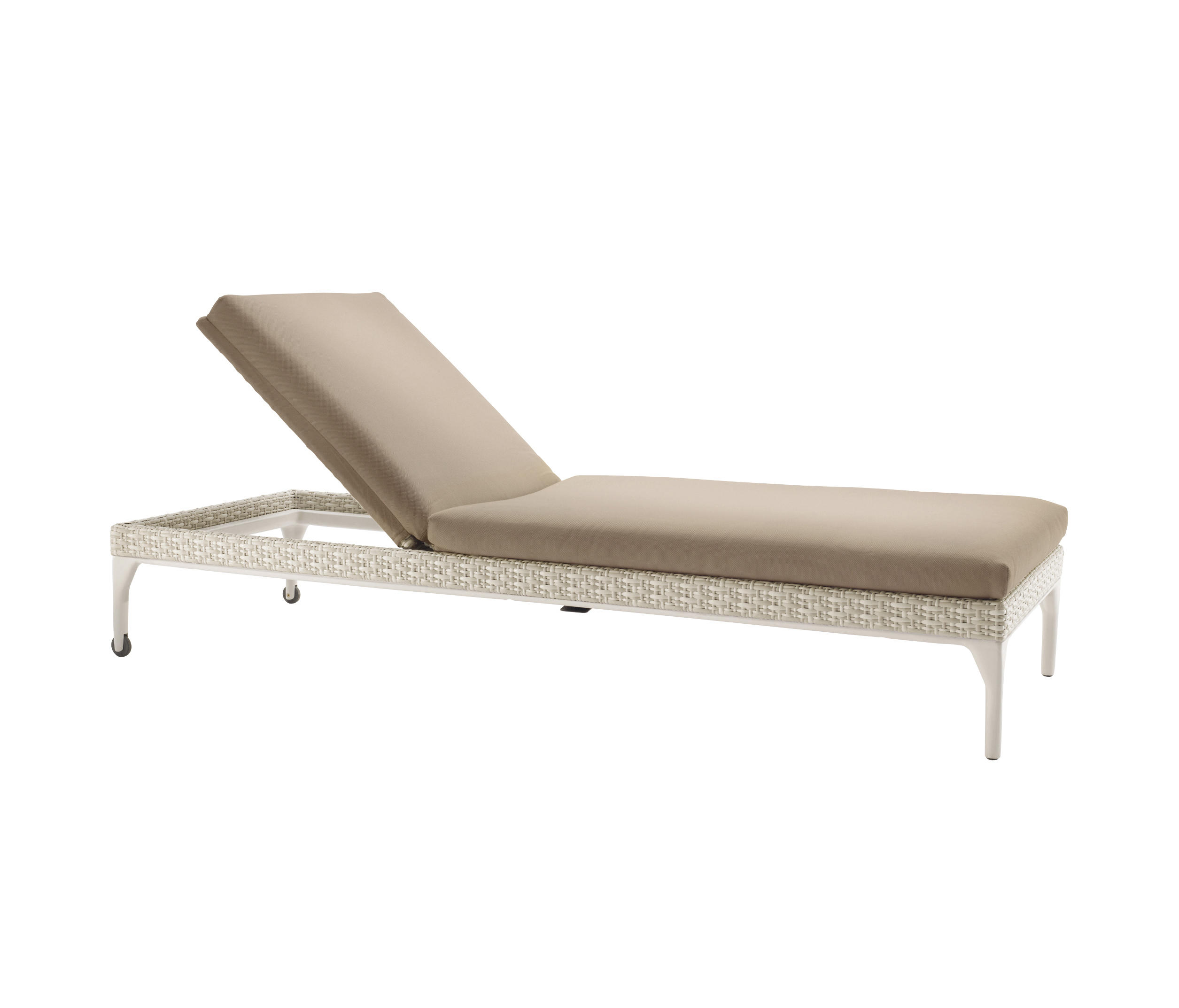 Mu beach chair sun loungers from dedon architonic for Beach chaise longue
