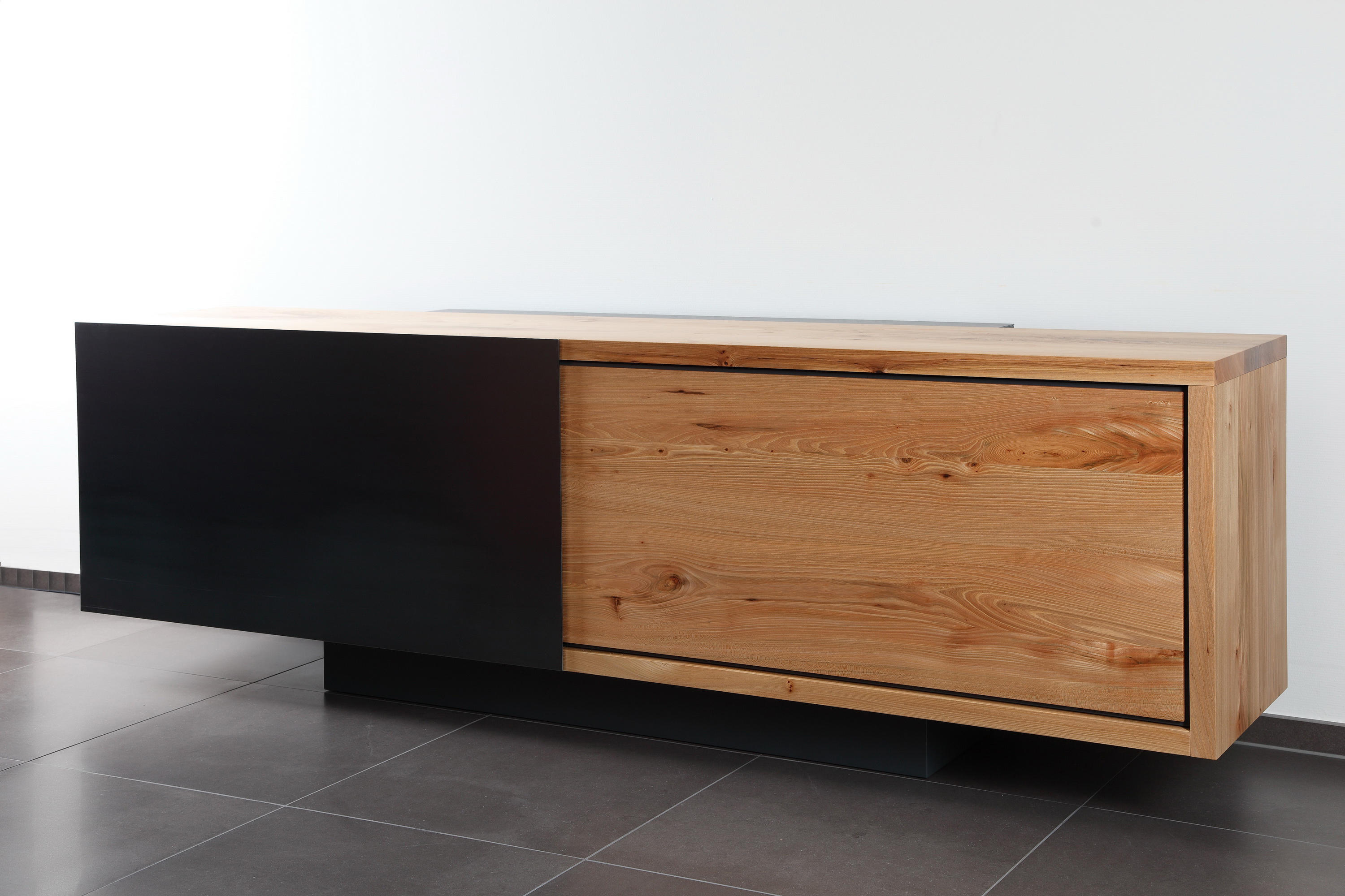 ign b2 tv sideboard multimedia sideboards von ign. Black Bedroom Furniture Sets. Home Design Ideas