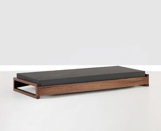 guest doppelbetten von zeitraum architonic. Black Bedroom Furniture Sets. Home Design Ideas