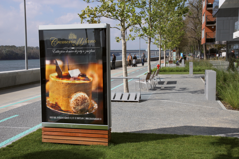 C light showcase sistemi informativi pubblicitari for Arredo urbano in inglese