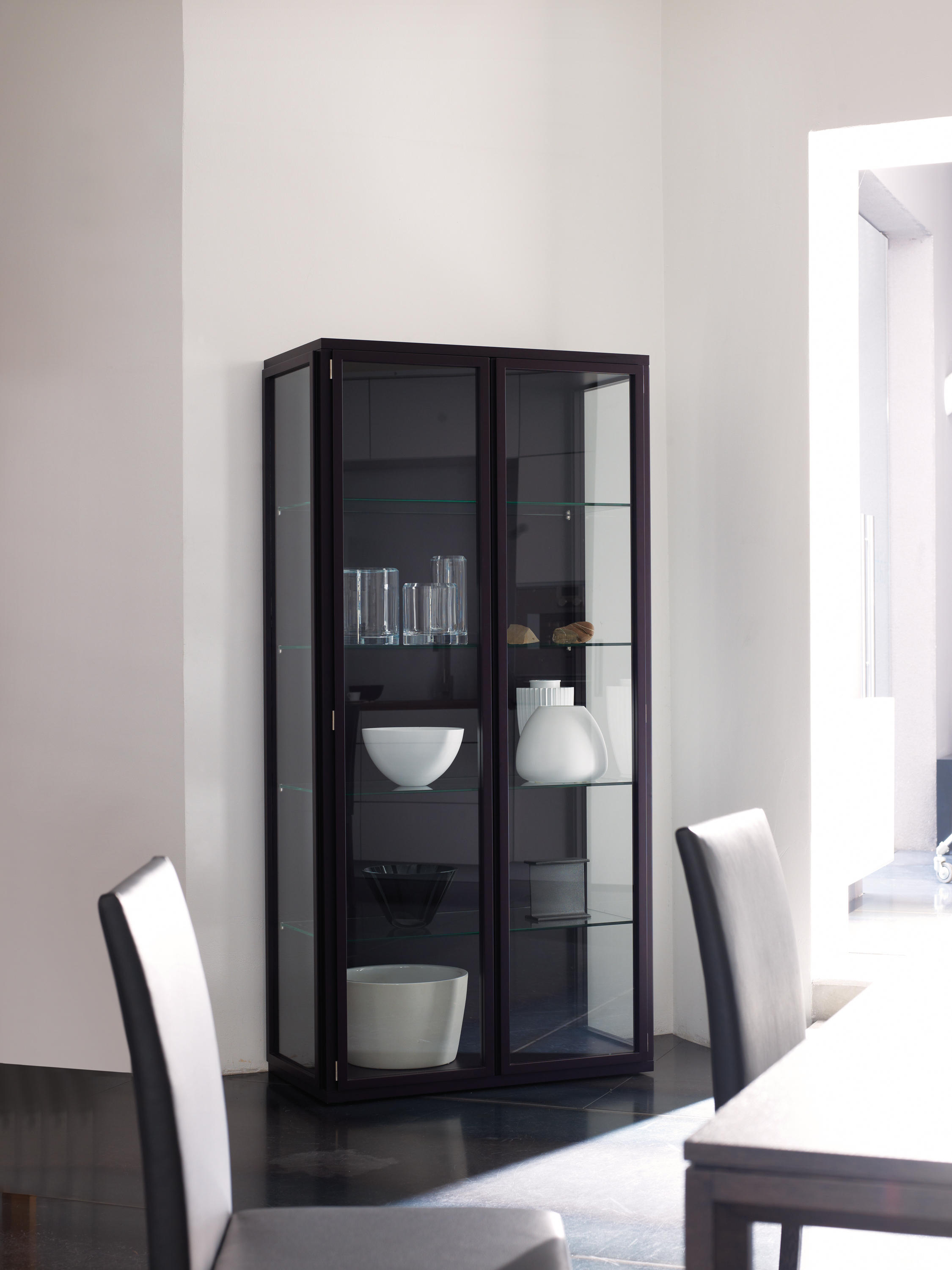 frida vitrine vitrinen von neue wiener werkst tte architonic. Black Bedroom Furniture Sets. Home Design Ideas