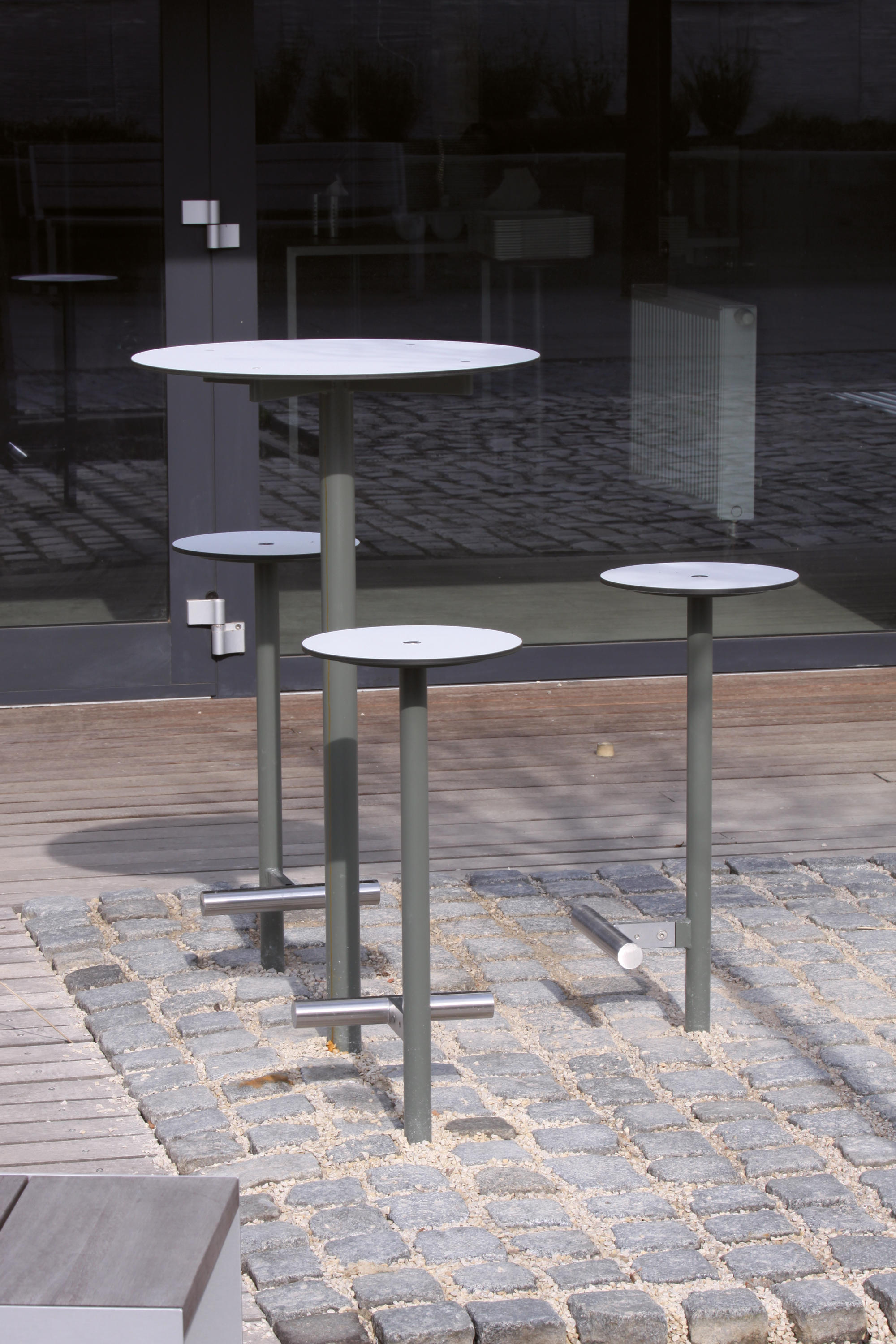 bistrot raised stool exterior stools from mmcit architonic. Black Bedroom Furniture Sets. Home Design Ideas