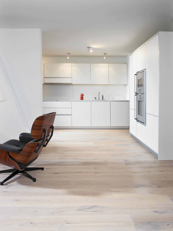 eiche country geb rstet extrem wei ge lt holzb den von mafi architonic. Black Bedroom Furniture Sets. Home Design Ideas