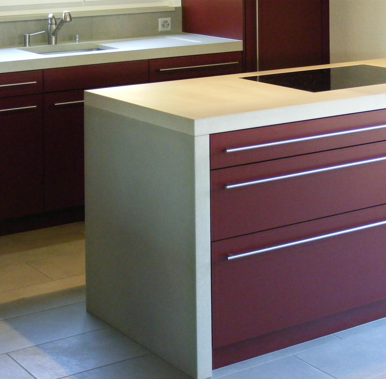 k chenarbeitsplatte aus beton beton platten von oggi beton architonic. Black Bedroom Furniture Sets. Home Design Ideas