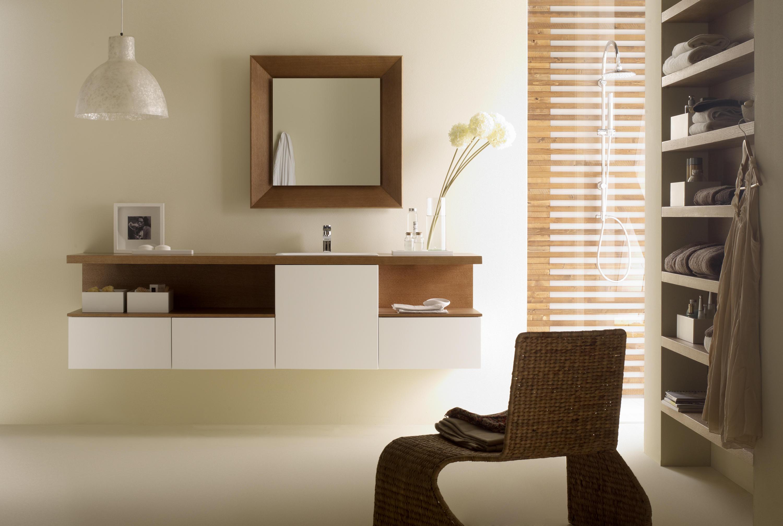 Espejo con marco oblicuo quadrado espejos de ba o de for Espejos para banos con marco de madera
