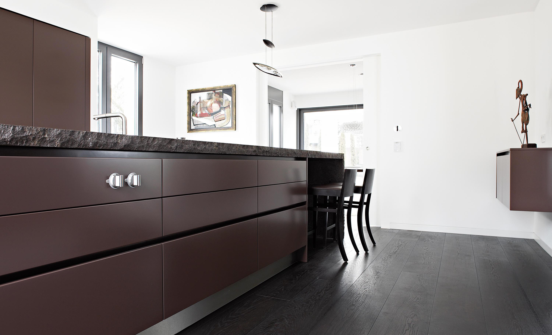 Villa wiesbaden k cheninseln von eggersmann architonic for Eggersmann kuchen
