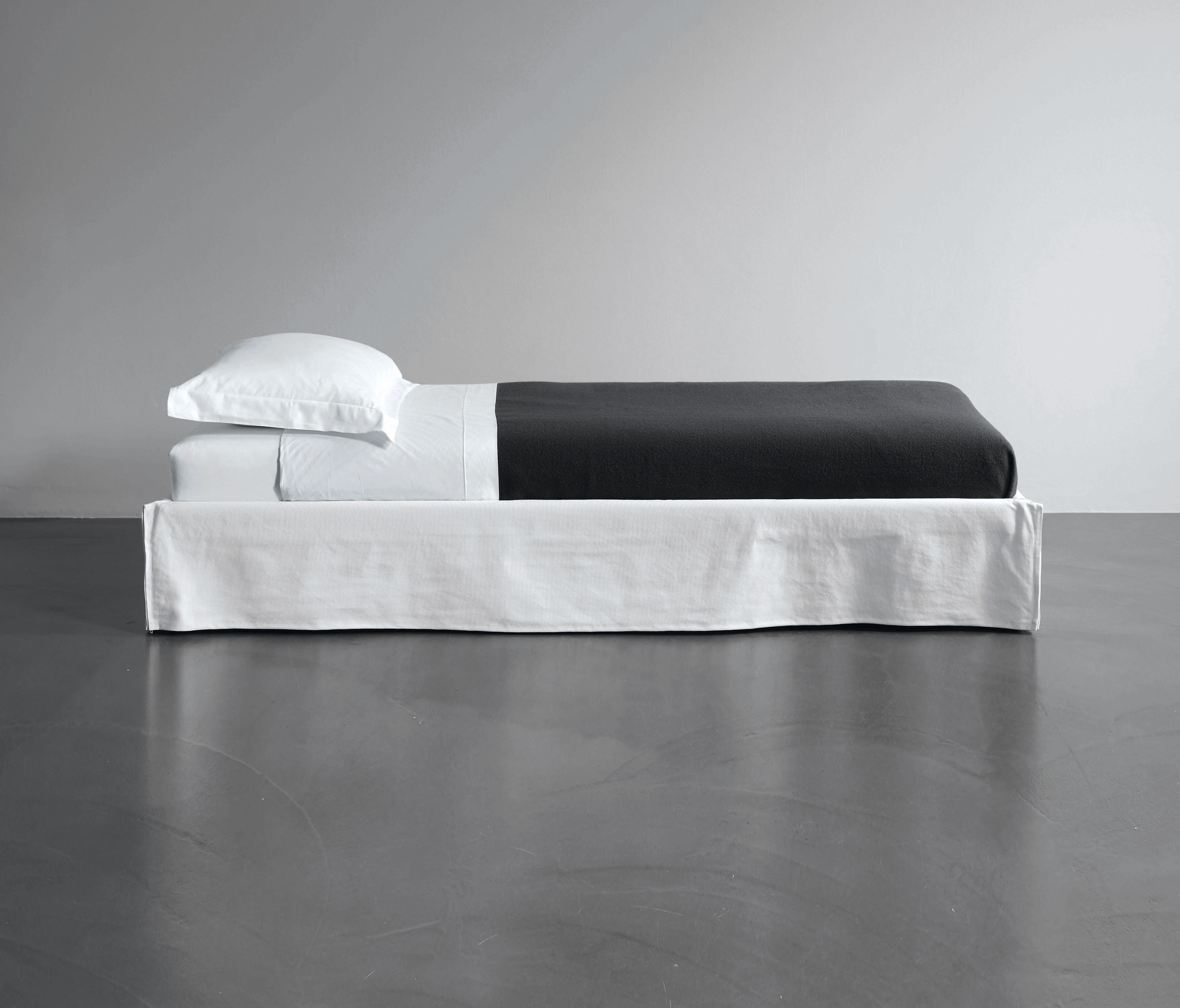 fox sommier single beds from meridiani architonic. Black Bedroom Furniture Sets. Home Design Ideas