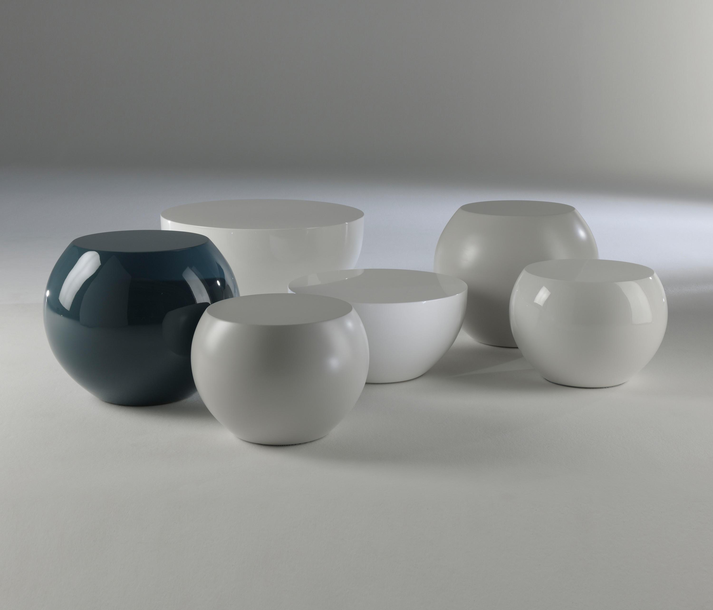 Bongo tavolo basso tavolini di servizio meridiani for Catalogo meridiani