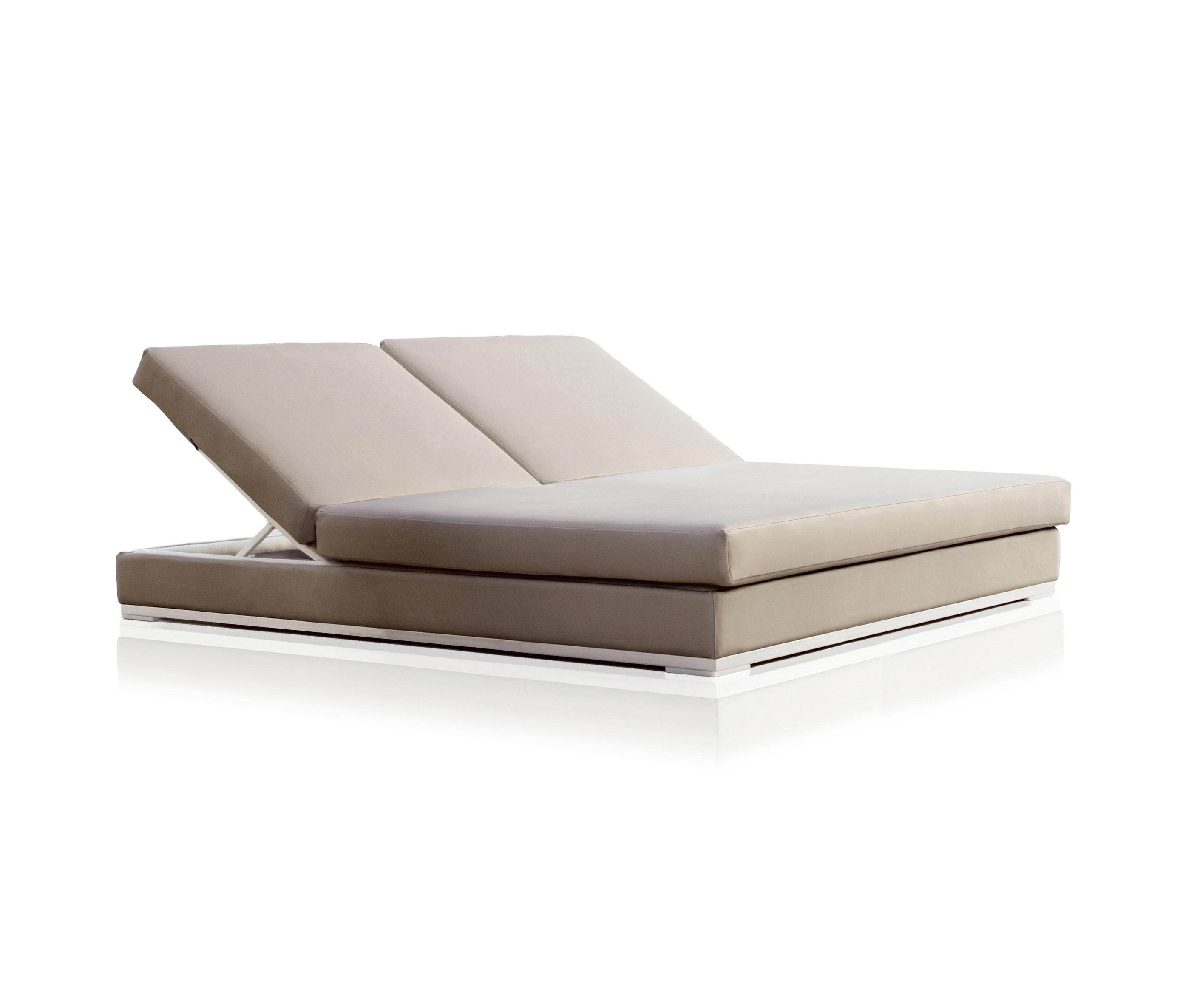 Slim double chaise longue sun loungers from expormim for Chaise longue double exterieur