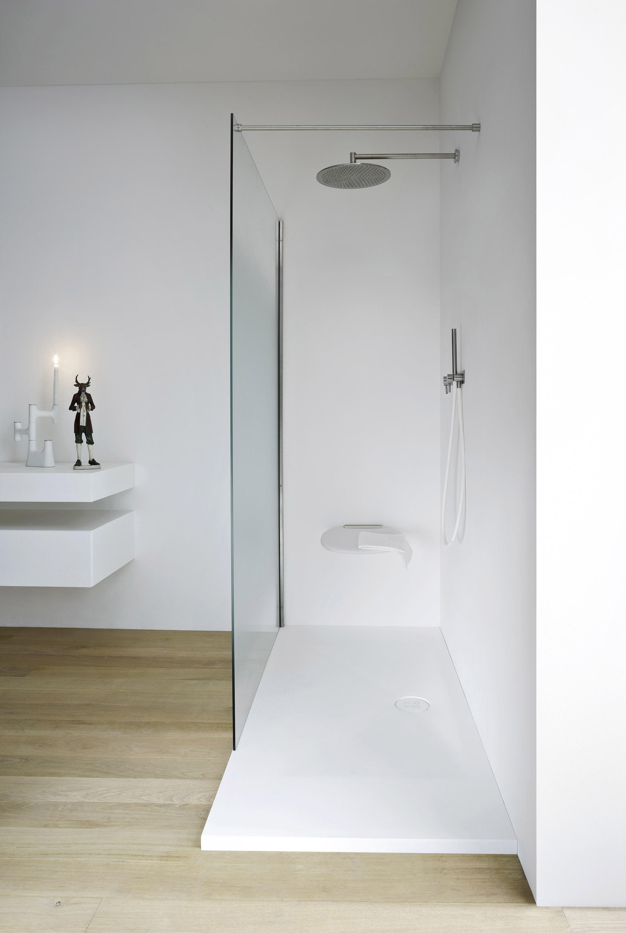 Unico douche receveur et fermeture pare douches de rexa for Layout bagno padronale con cabina doccia