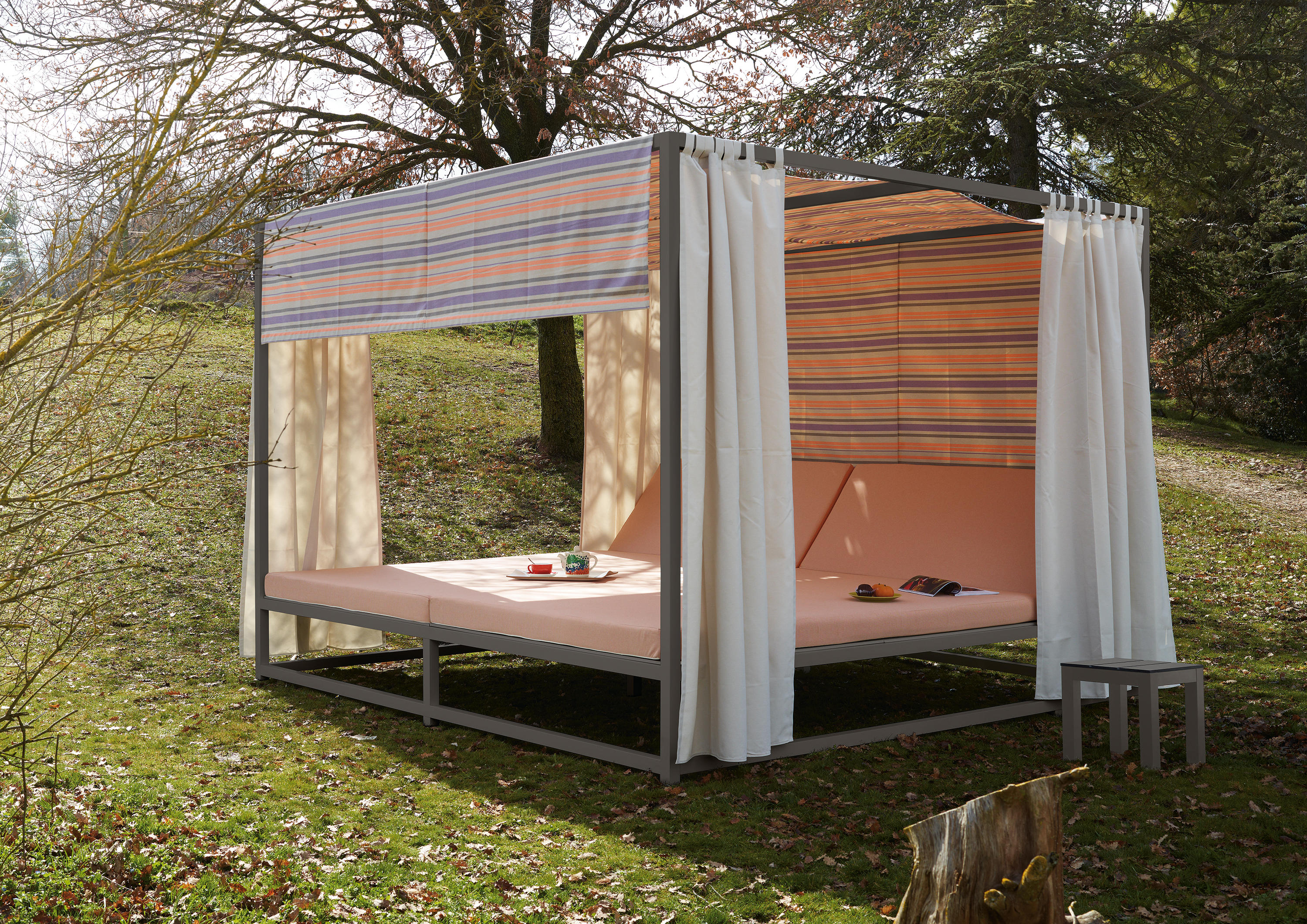 Midi Outdoor Canopy Bed By Sistema Midi | Cocoon Furniture