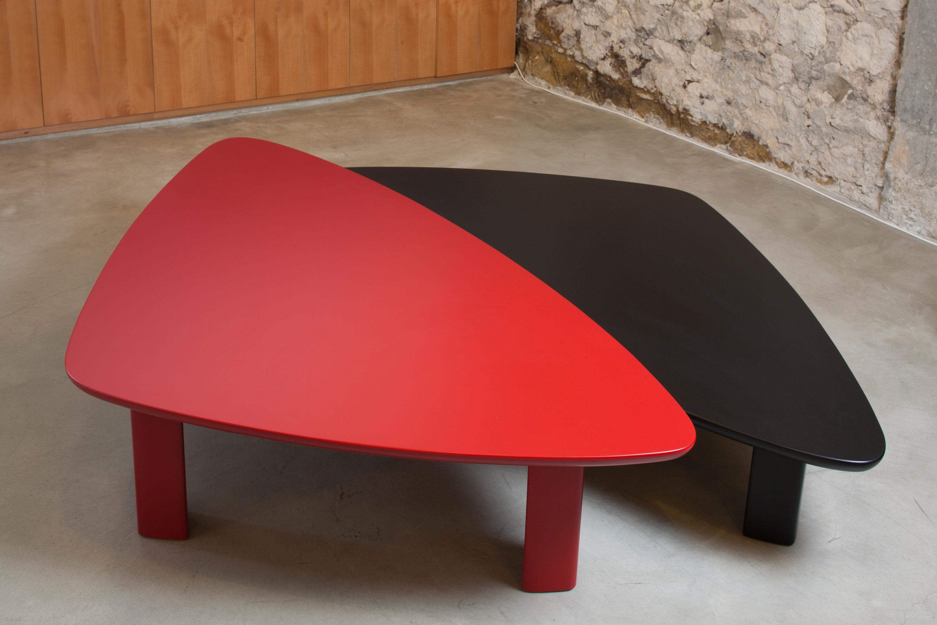 Silex color centre table lounge tables from karen for Table warren silex