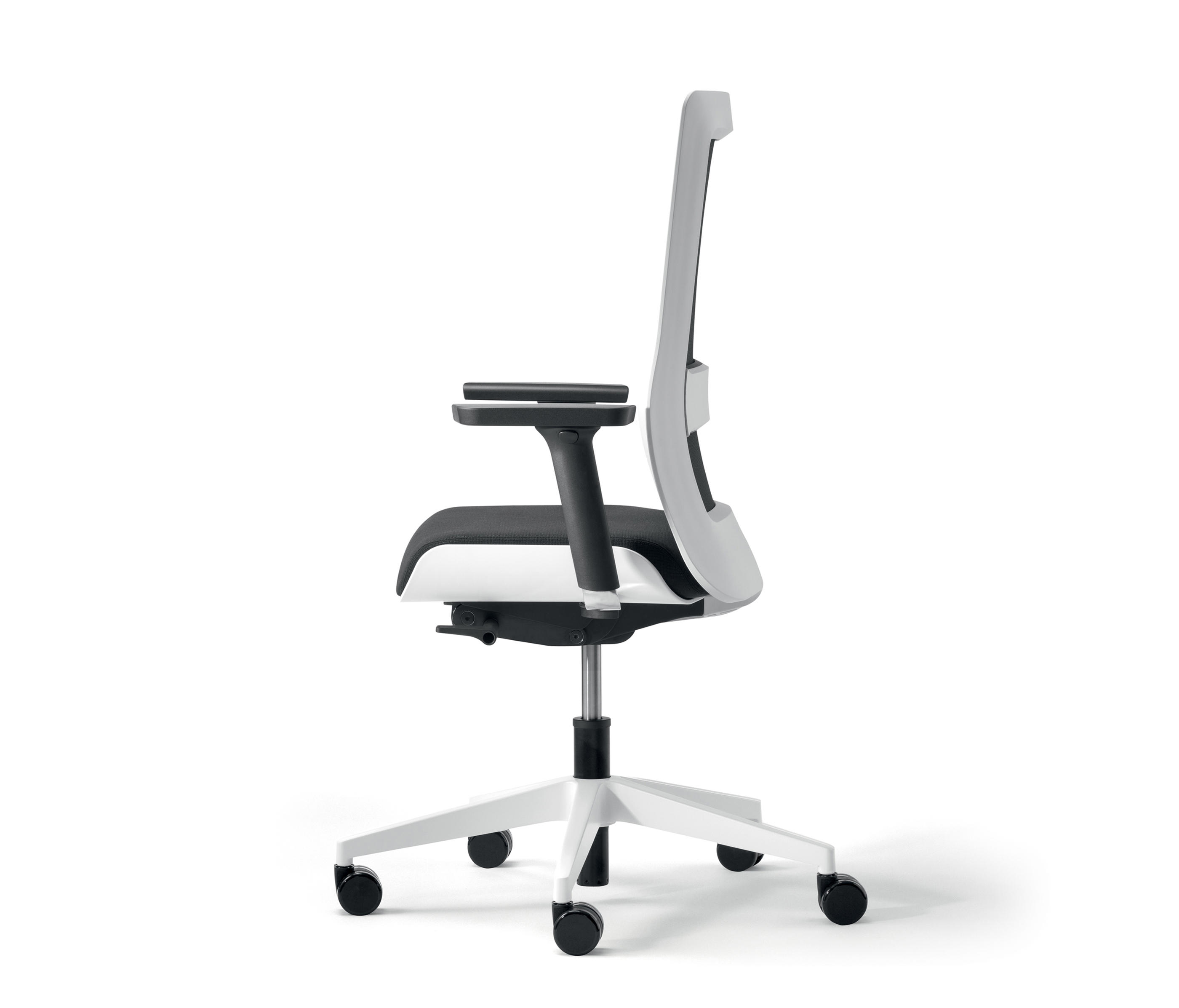 Poi Swivel Chair By Wiesner Hager