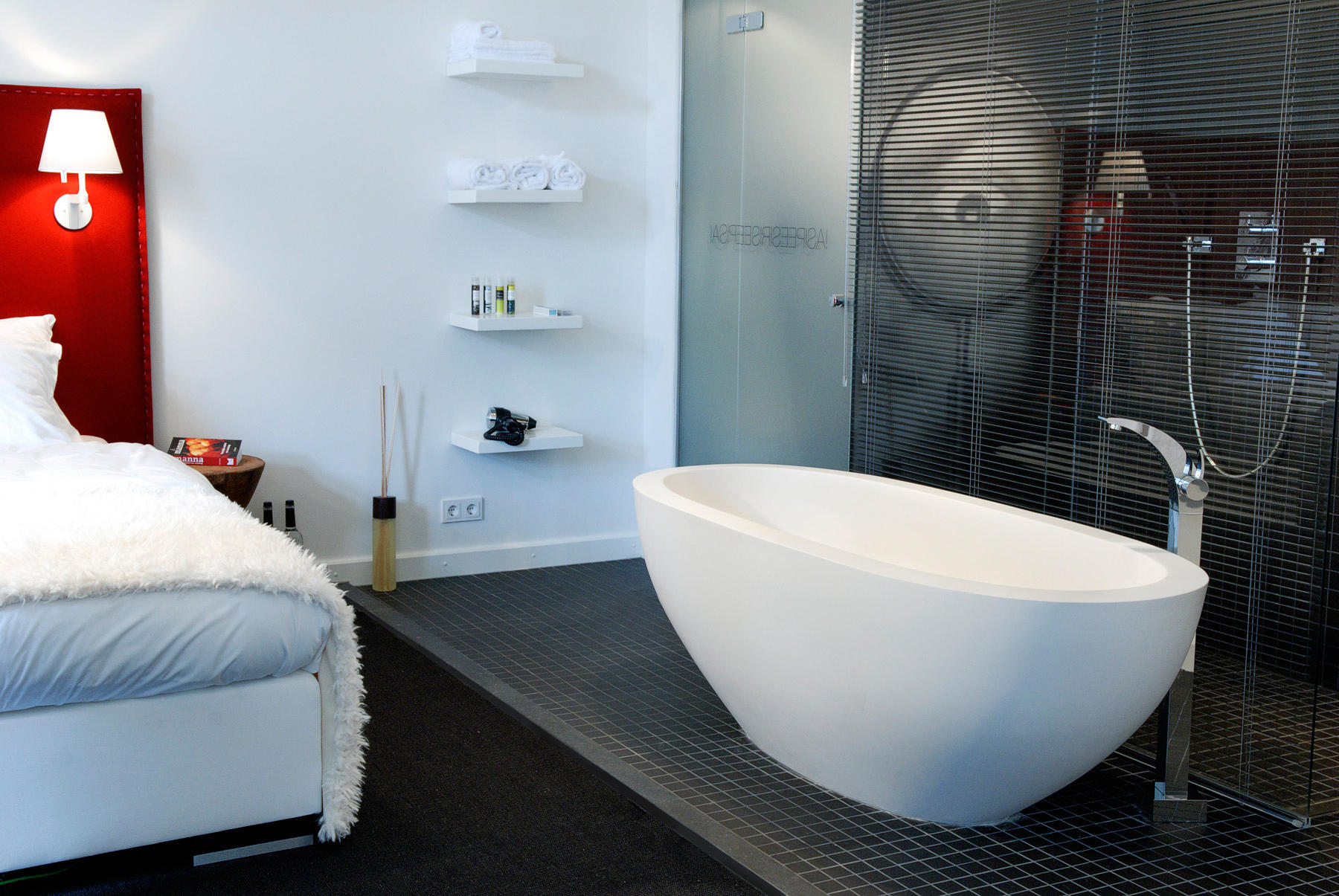 MOLOKO DADOQUARTZ BATHTUB - Free-standing baths from DADObaths ...