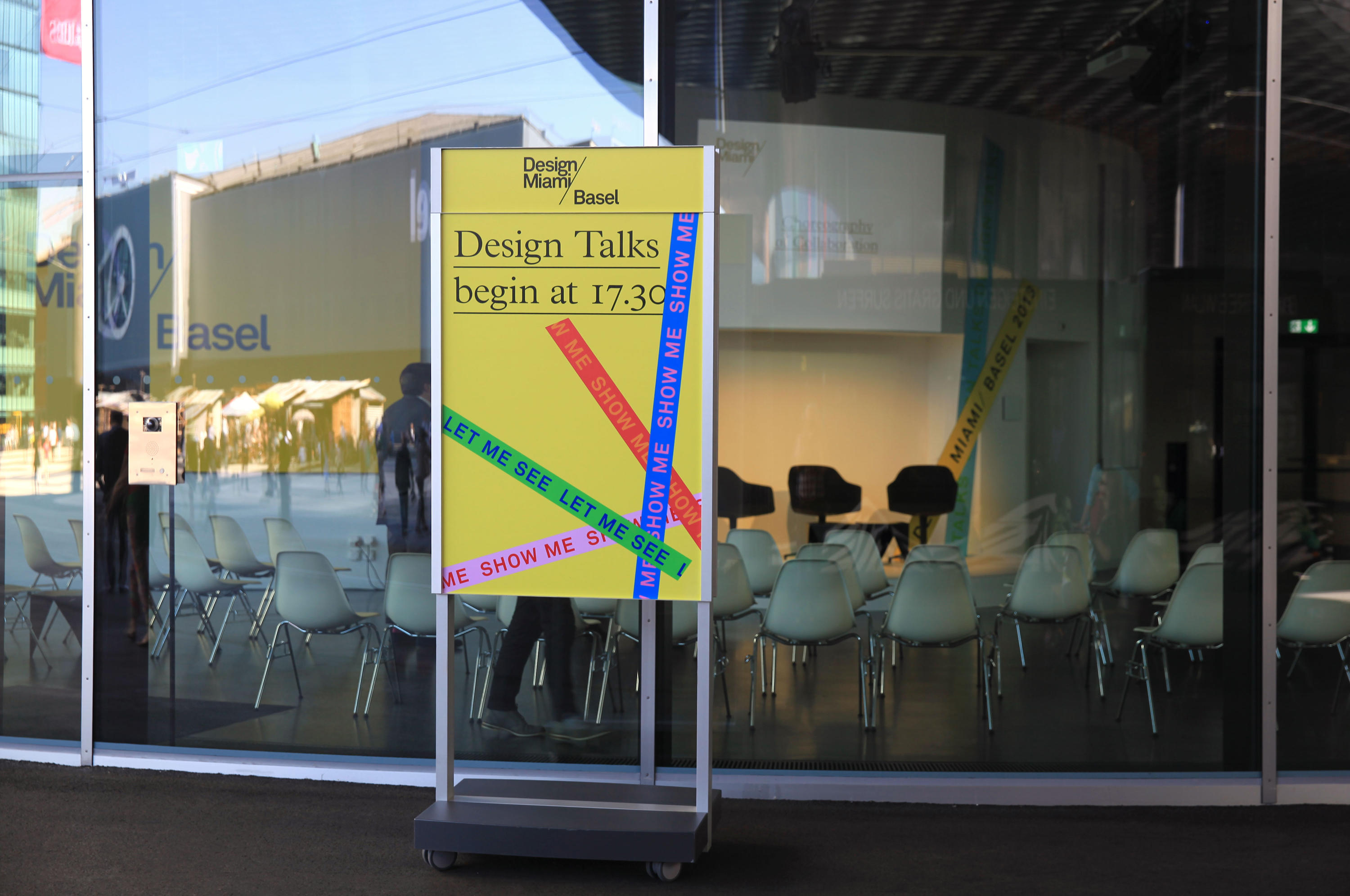 SIGNAGE SYSTEM MESSE BASEL BY BURRI – MOBILE INDOOR F4 TWIN-SIDED STELE - Media displays from..