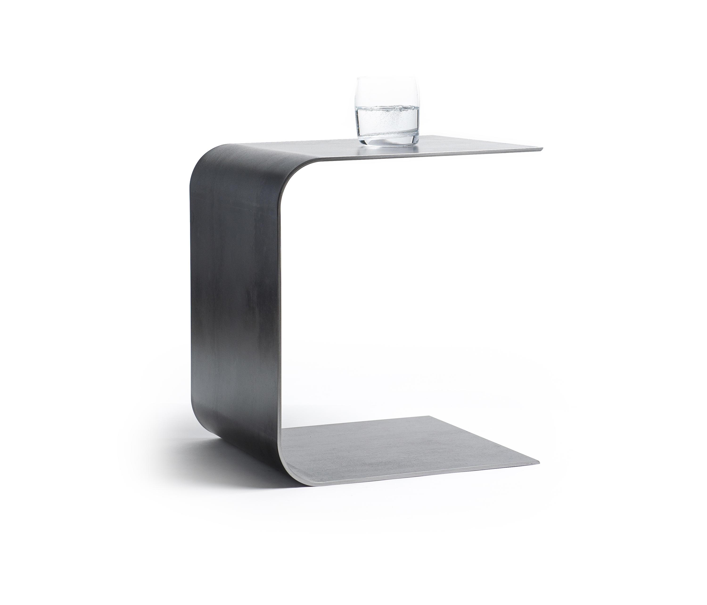 u form tisch hocker schwarzstahl beistelltische von lebenszubehoer by stef s architonic. Black Bedroom Furniture Sets. Home Design Ideas