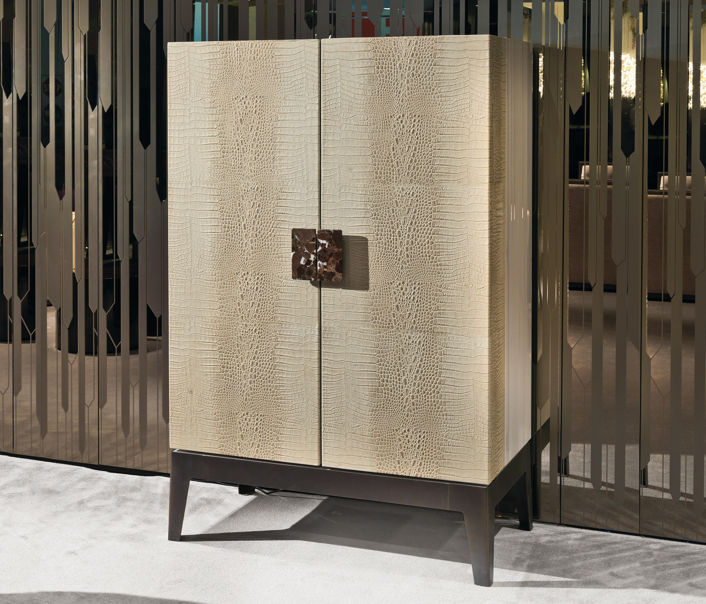Grandeur drinks cabinets from longhi architonic for Longhi arredamenti