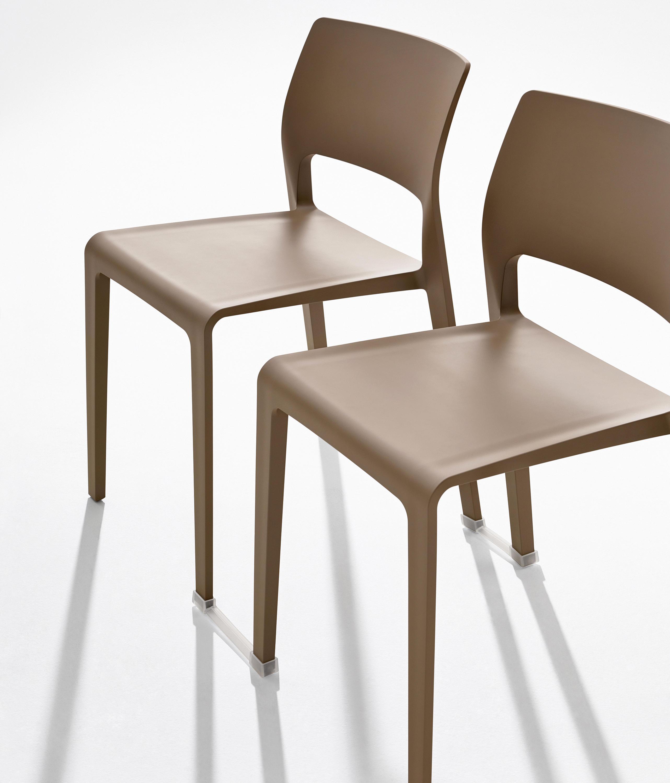 JUNO Multipurpose chairs from Arper
