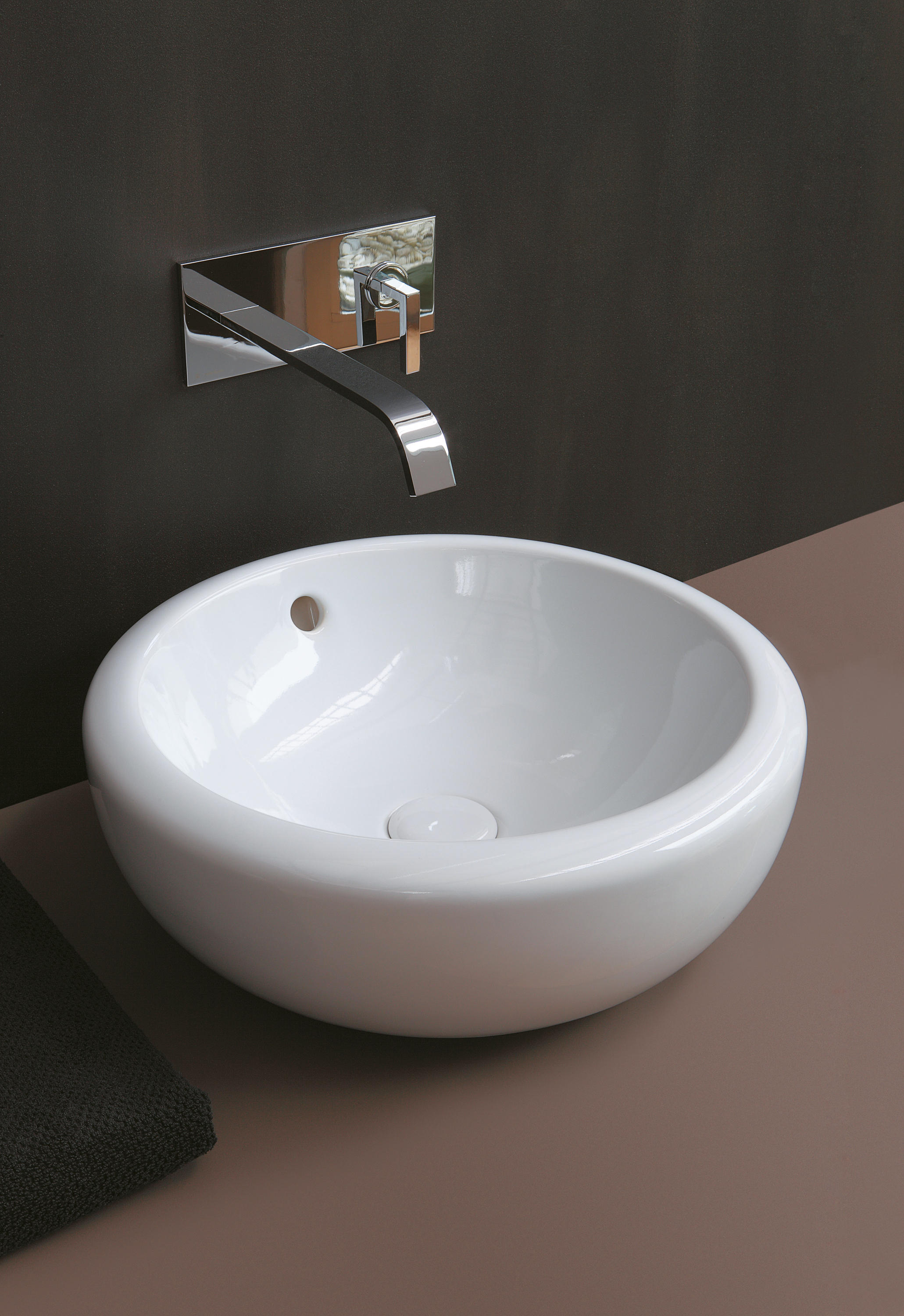FLUID ON TOP WASHBASIN 45 - Wash basins from Ceramica ...