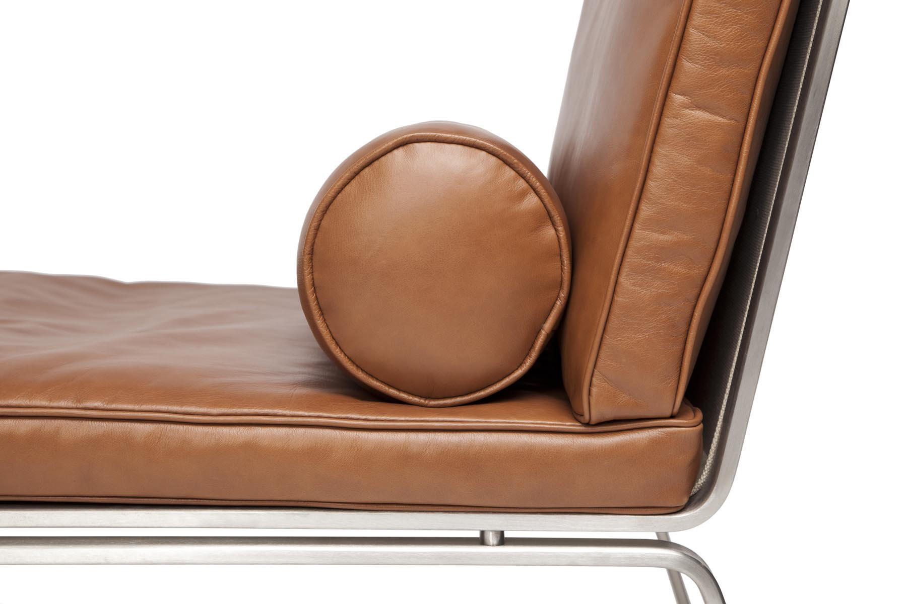 Man chaise longue vintage leather cognac 21000 chaise for Chaise 64 cm