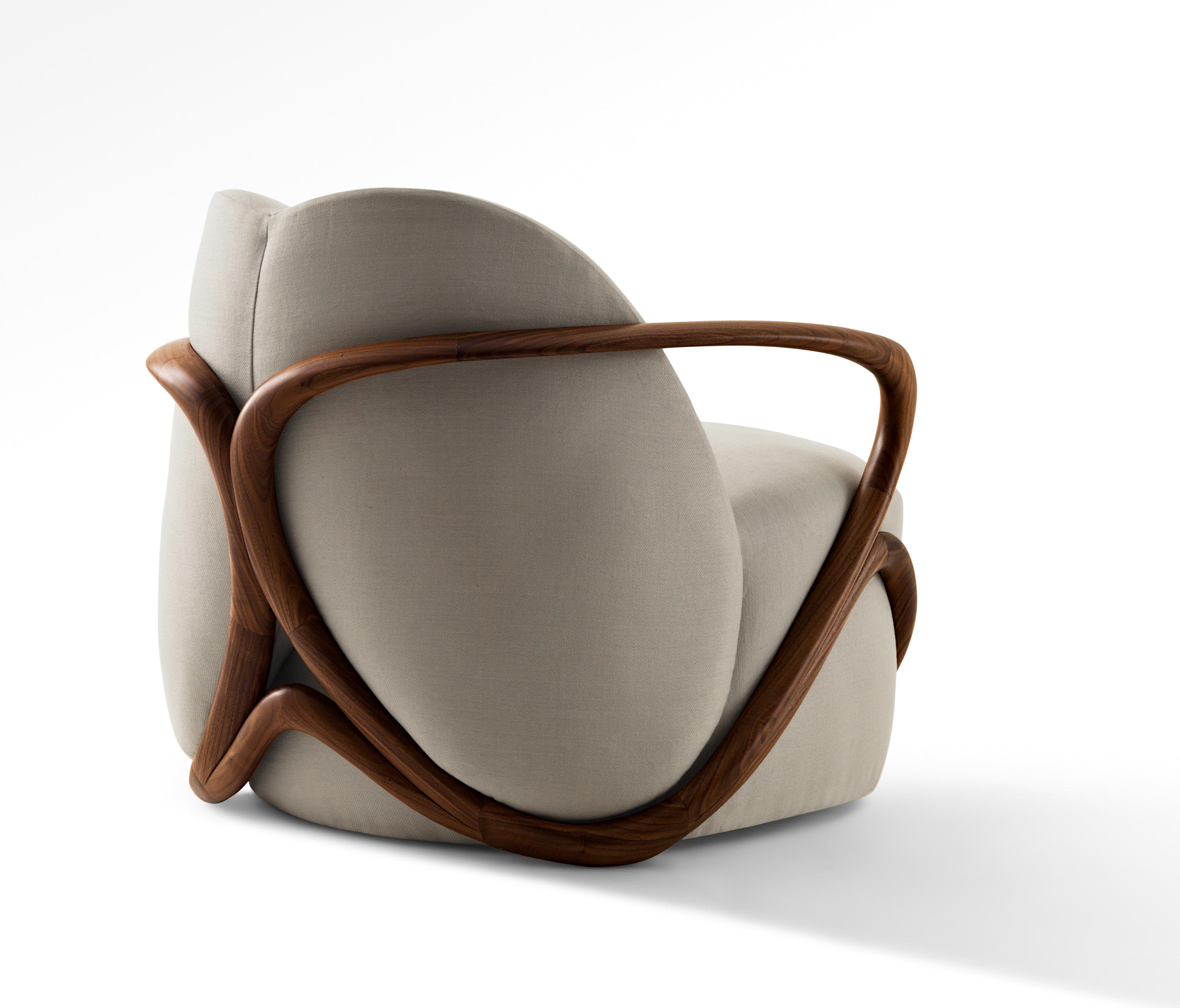 Hug armchair lounge chairs from giorgetti architonic for Designer armchairs