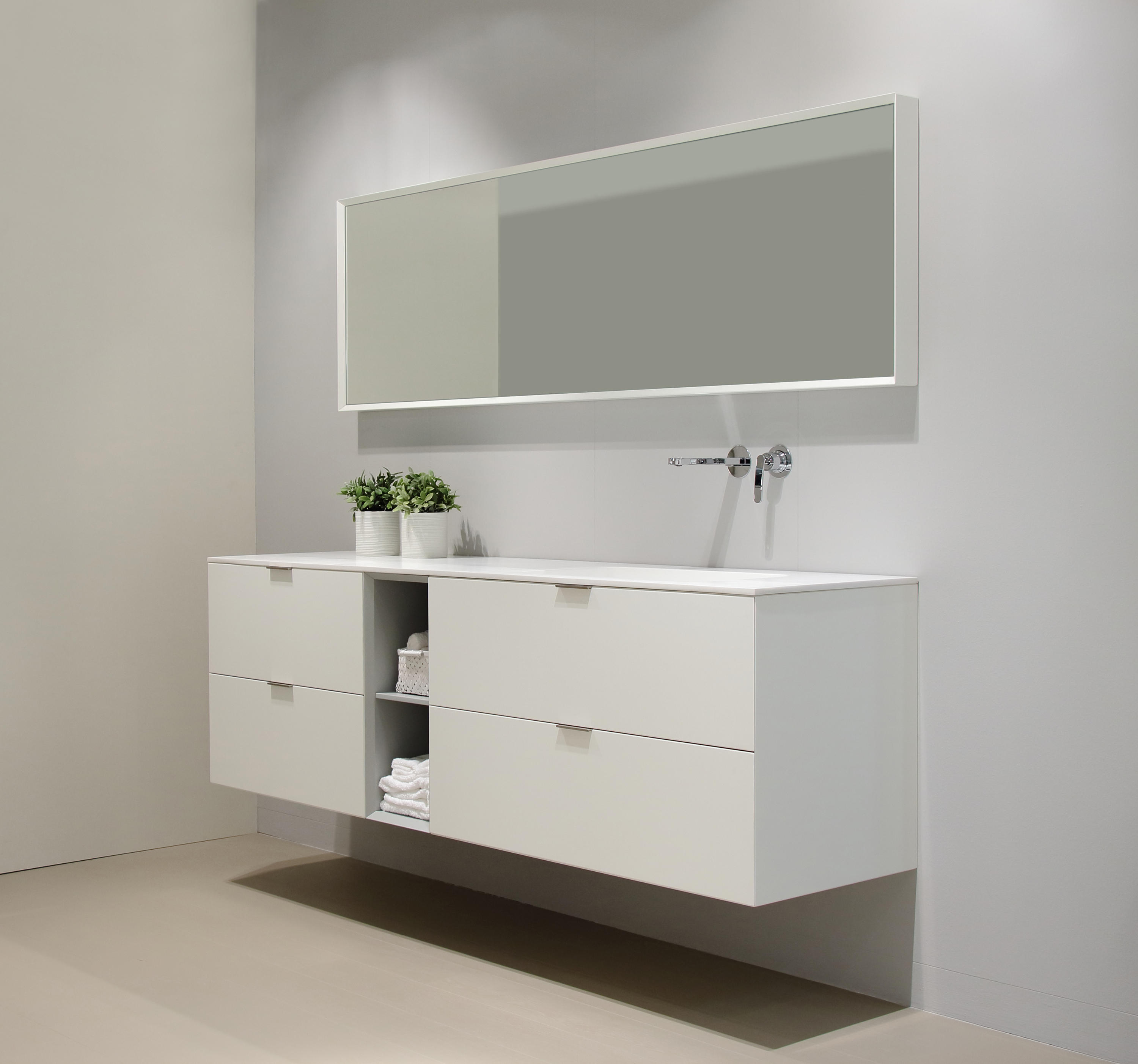 Lush cream wall mirrors from dica architonic for Spiegelkasten badezimmer