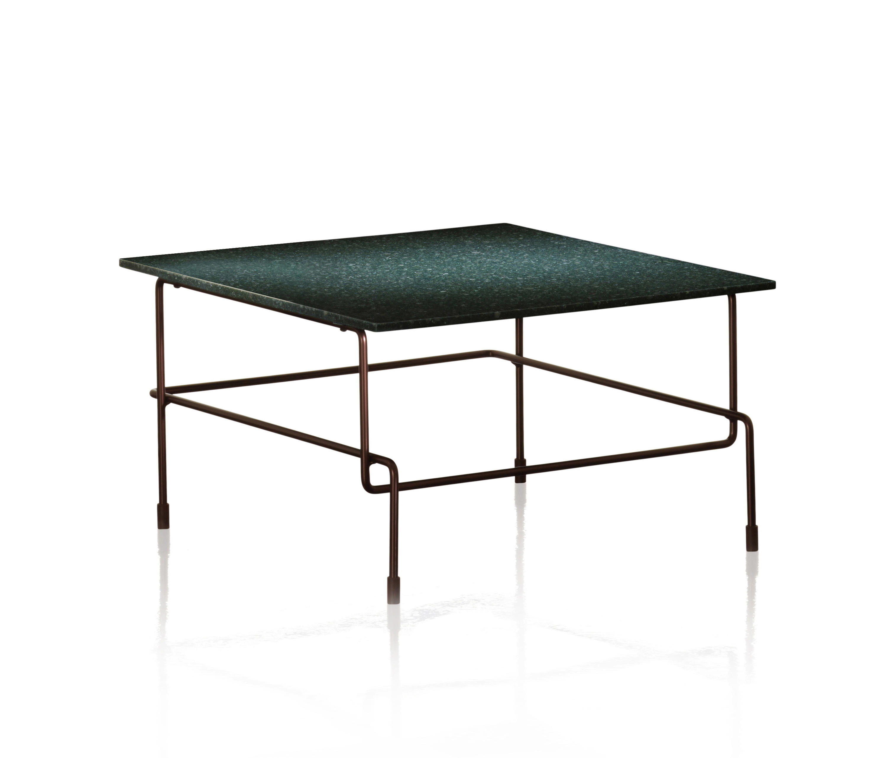 Traffic low table tables basses de jardin de magis for Magis traffic