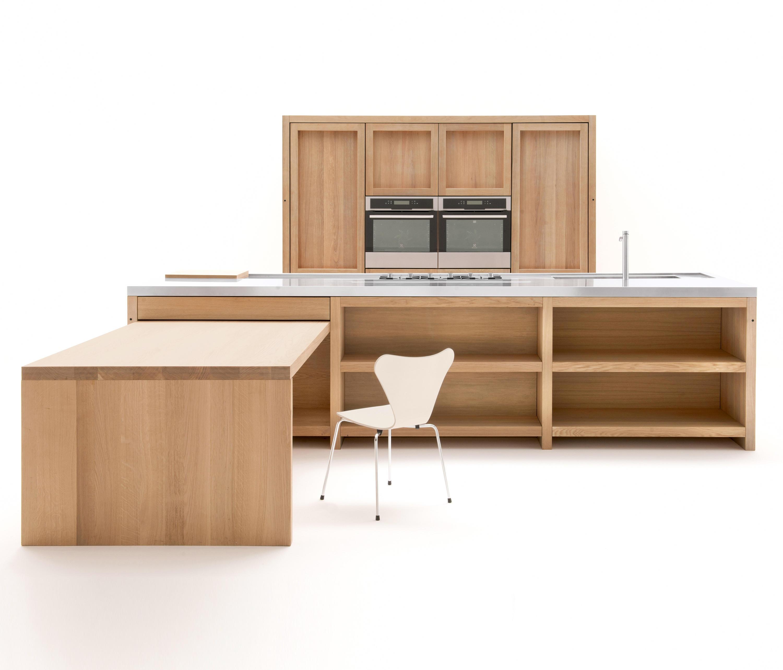 Cucina in legno awesome natura un importante tavolo da for Guttuso arredamenti