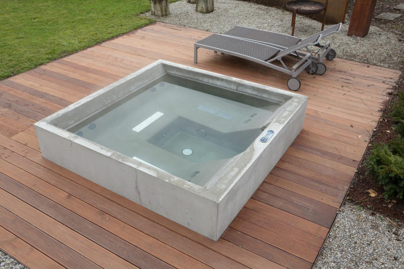 concrete whirlpool design example outdoor whirlpools. Black Bedroom Furniture Sets. Home Design Ideas