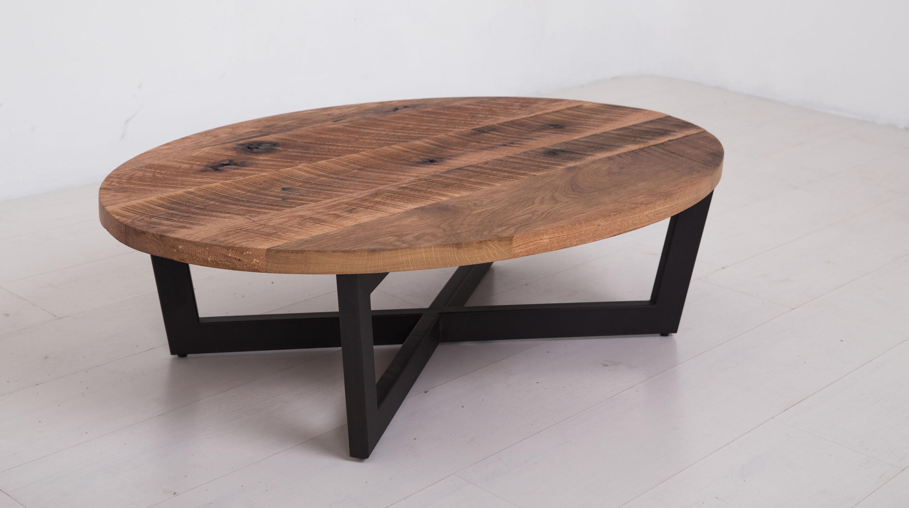Essentials oval coffee table small lounge tables from for Table design oval