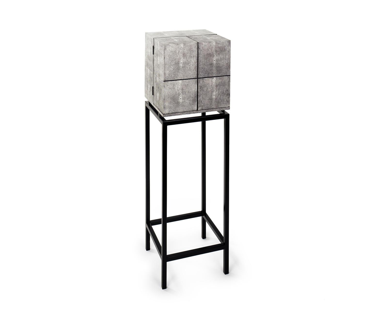 rochen treasure schatzk stchen barschr nke hausbars. Black Bedroom Furniture Sets. Home Design Ideas