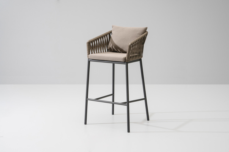 Bitta bar stool garten barhocker von kettal architonic for Barhocker garten