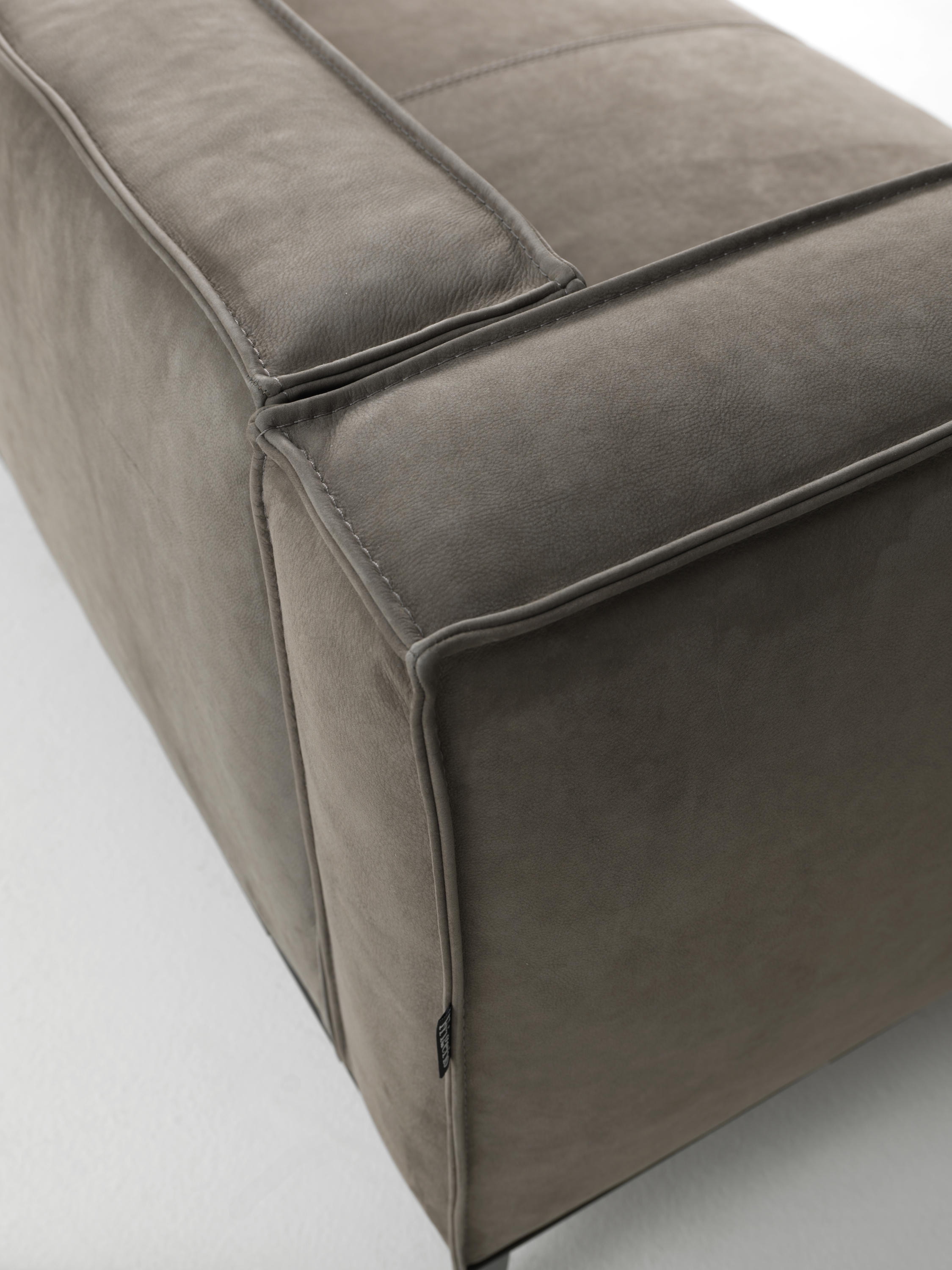 ... TAYLOR JUNIOR By Frigerio | Sofas