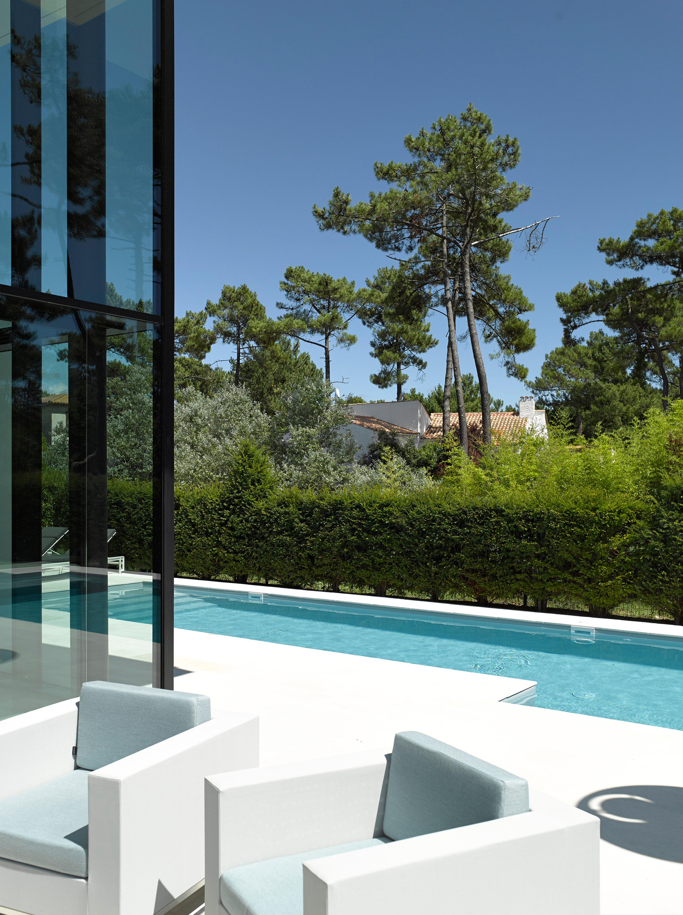 Lap pool swimming pools from piscines carr bleu for Carre bleu