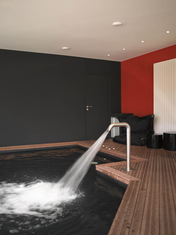 public pool swimming pools from piscines carr bleu. Black Bedroom Furniture Sets. Home Design Ideas