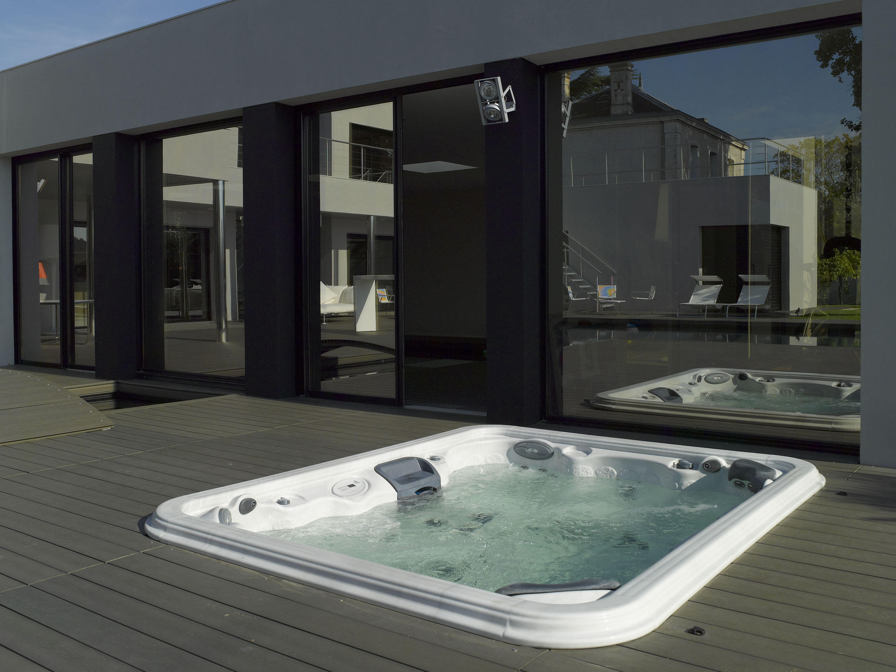 wellness swimming pool outdoor whirlpools from piscines carr bleu architonic. Black Bedroom Furniture Sets. Home Design Ideas