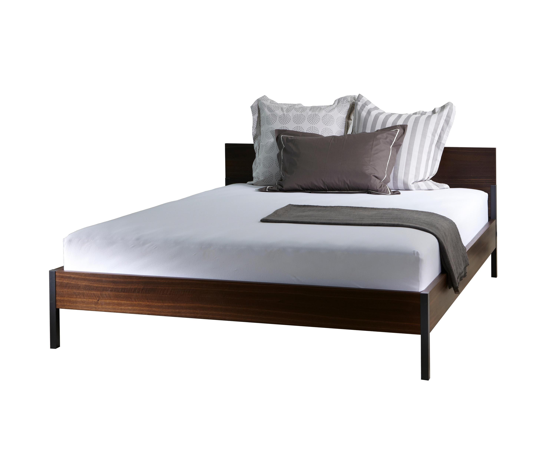 bett mit umrandung beautiful isle of dogs x cm with bett mit umrandung finest procave wei x cm. Black Bedroom Furniture Sets. Home Design Ideas