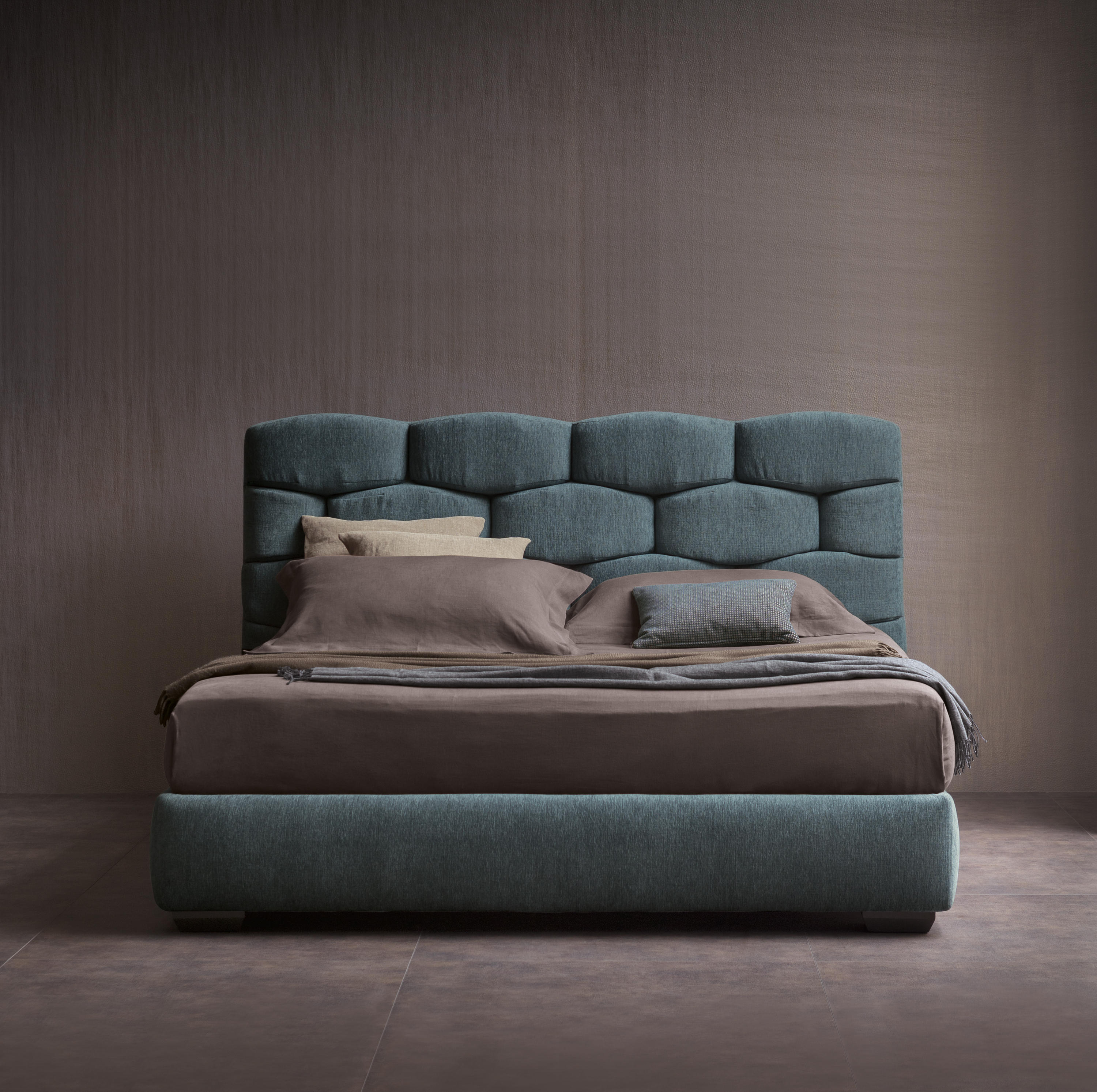 Majal bed beds from flou architonic for Outlet letti flou