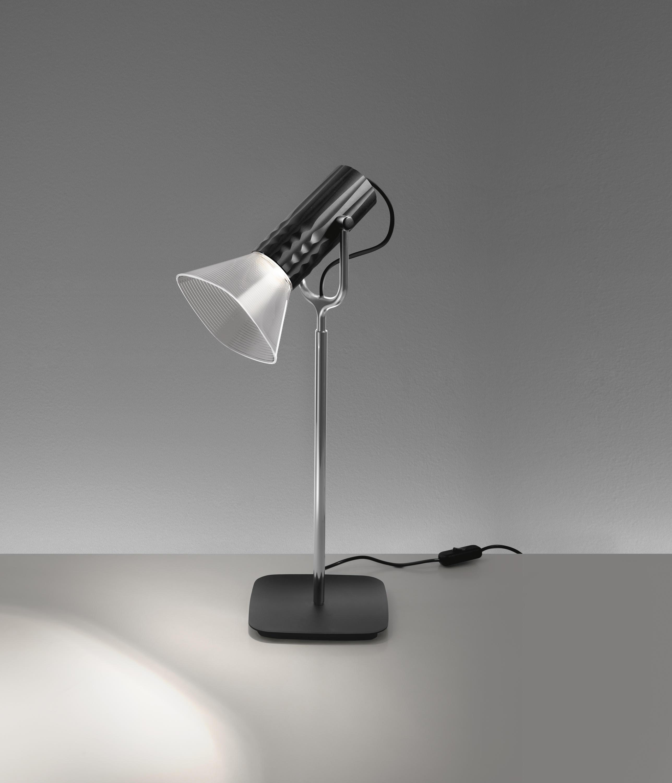 Fiamma lampade da tavolo illuminazione generale artemide - Artemide lampade tavolo ...