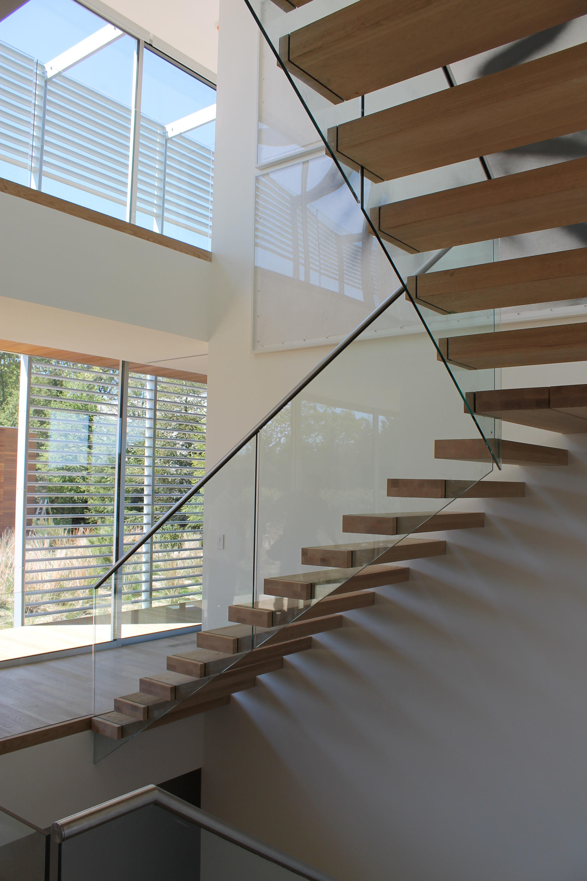 Floating | Straight Stairs Wood TRE 566 | Staircase Systems | EeStairs