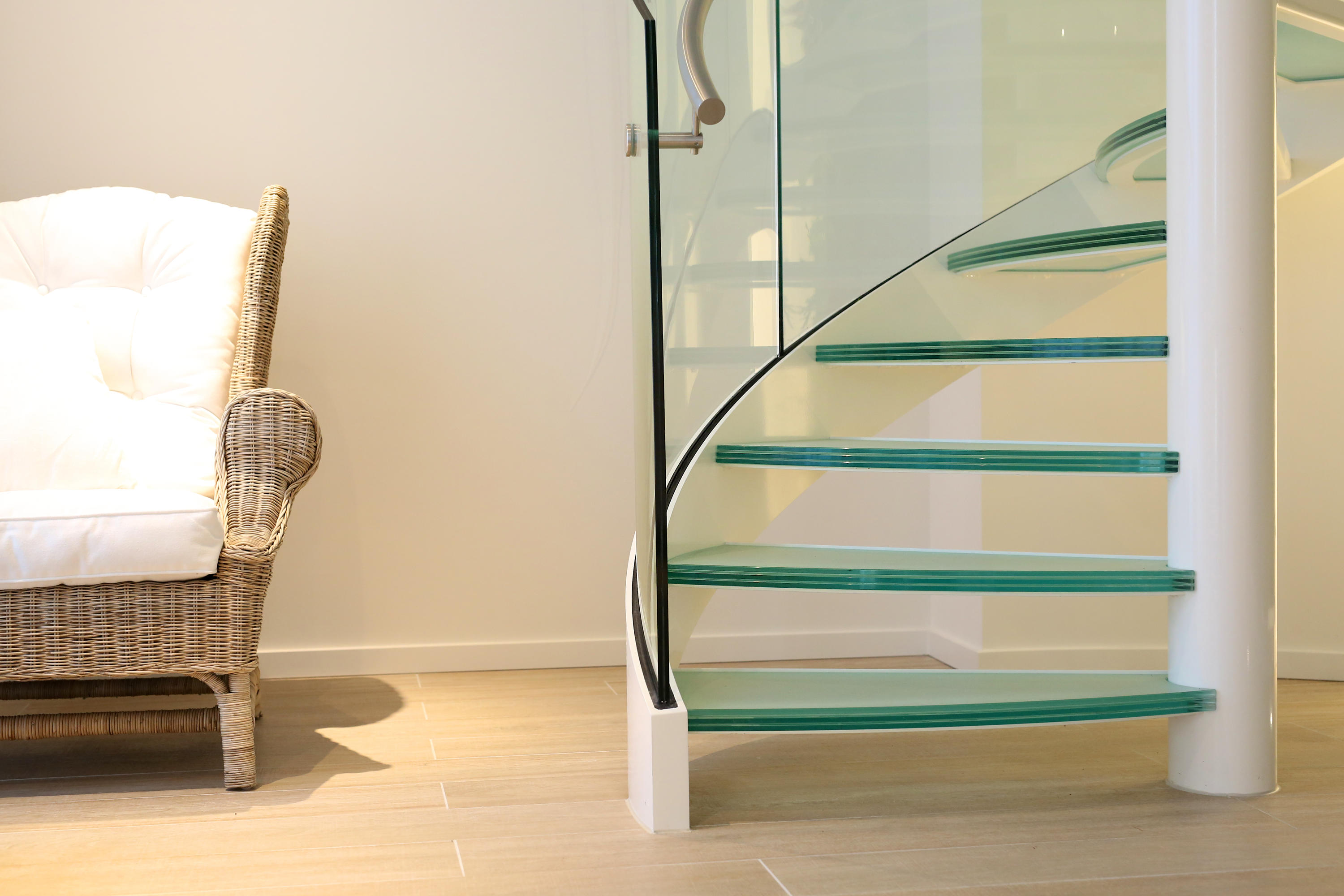 Spiral Stairs Glass TSE 636 By EeStairs