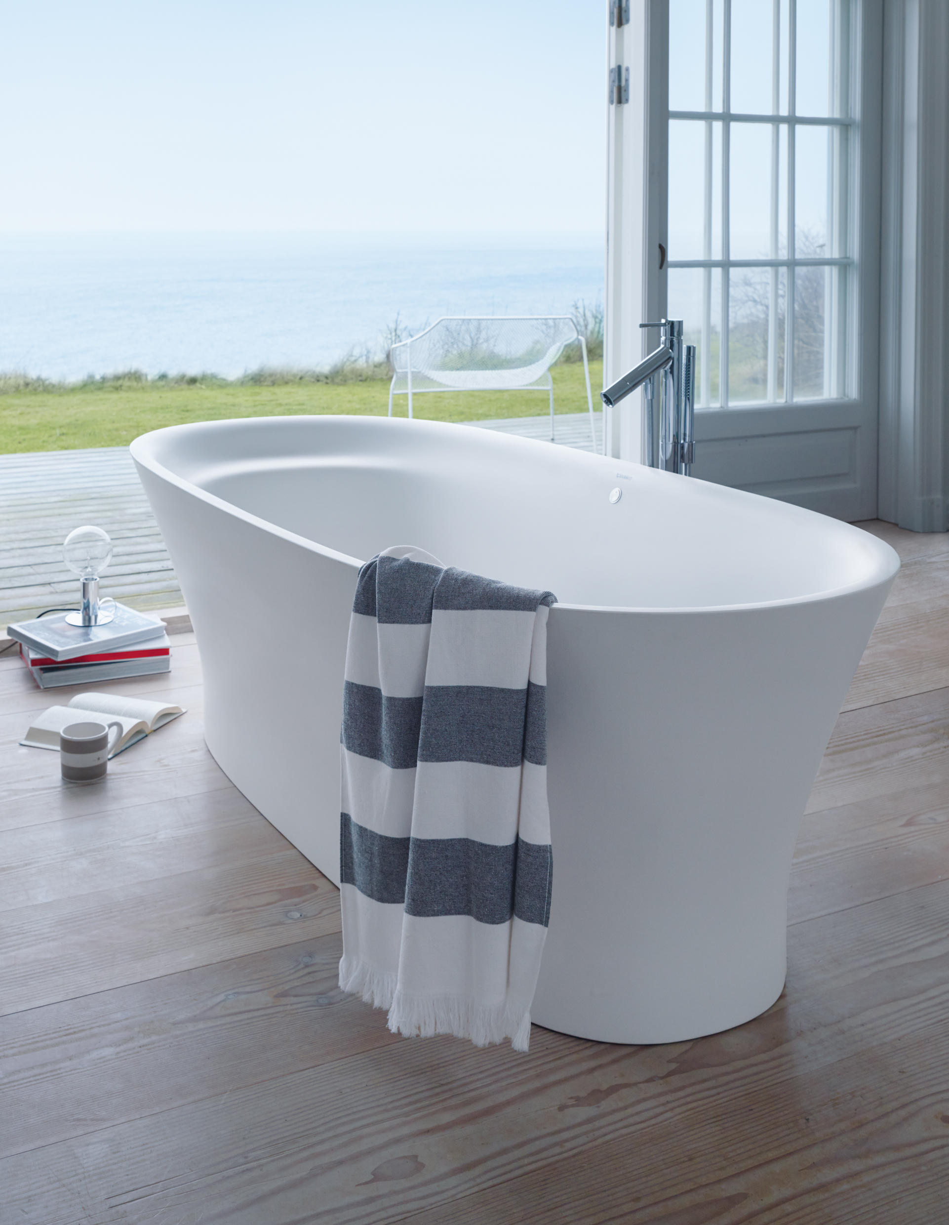 Cape cod bathtub free standing baths from duravit for Best freestanding tub material