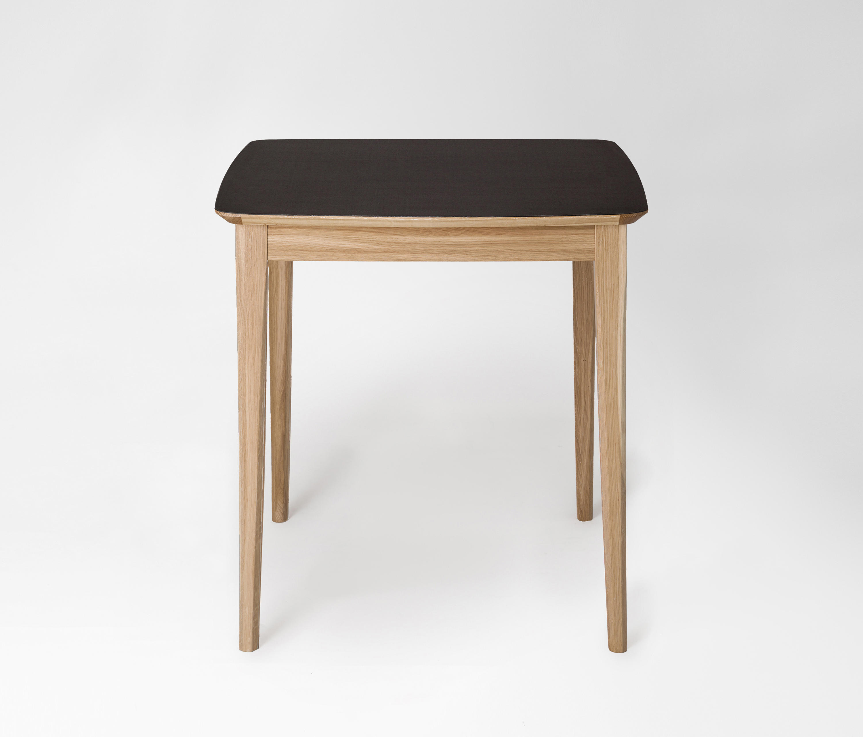Market square table restaurant tables from petite friture architonic - Petite table pliable ...